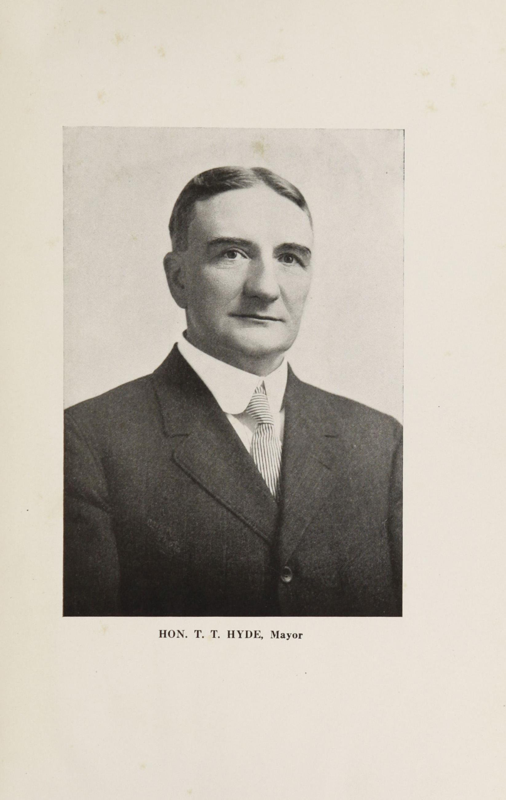 Charleston Yearbook, 1916, photograph