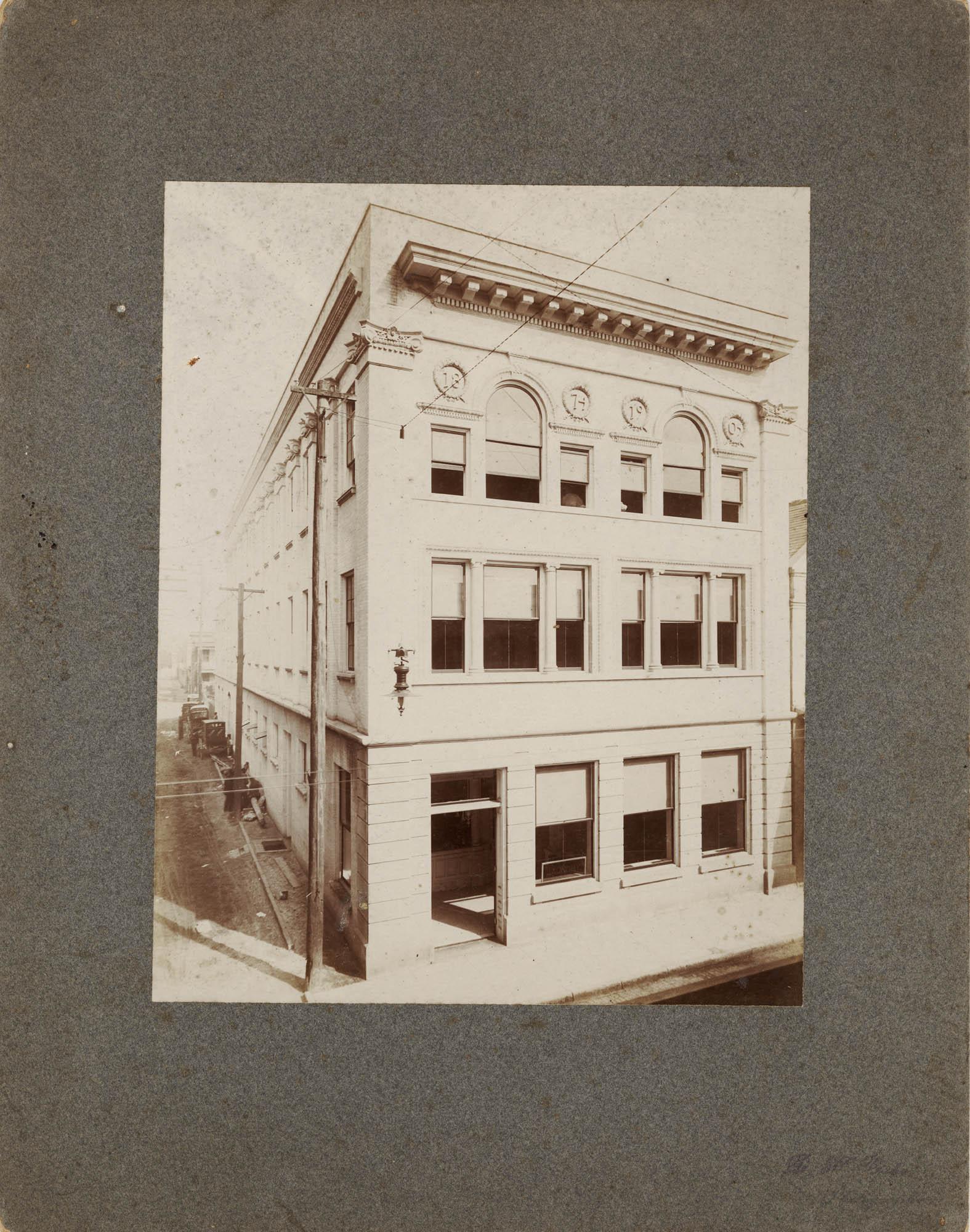 Corner of King Street and Burns Lane (360 King Street) / D.H. Bahr, photographer