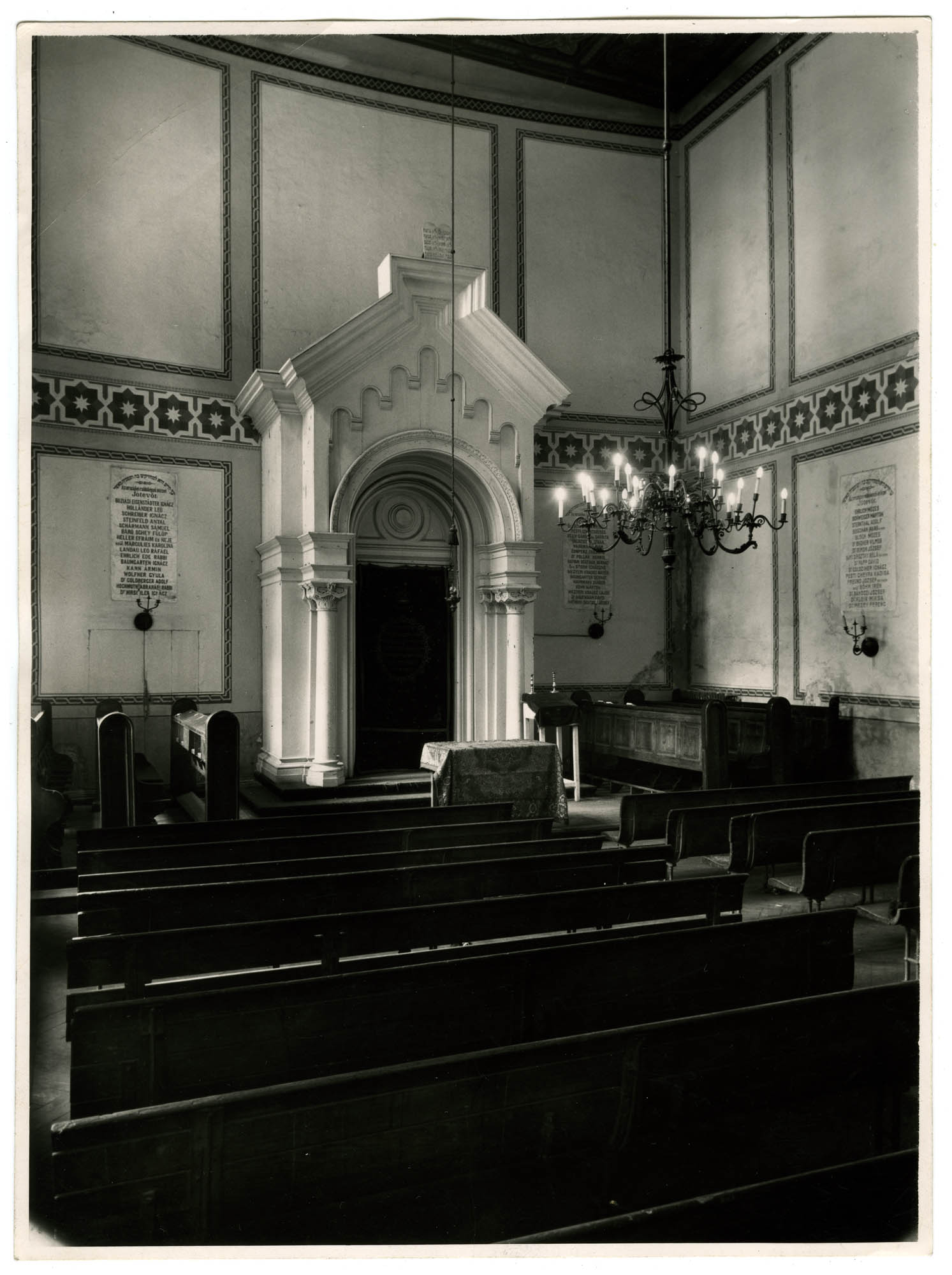 [Synagogue of the Jewish Theological Seminary of Hungary in Budapest]