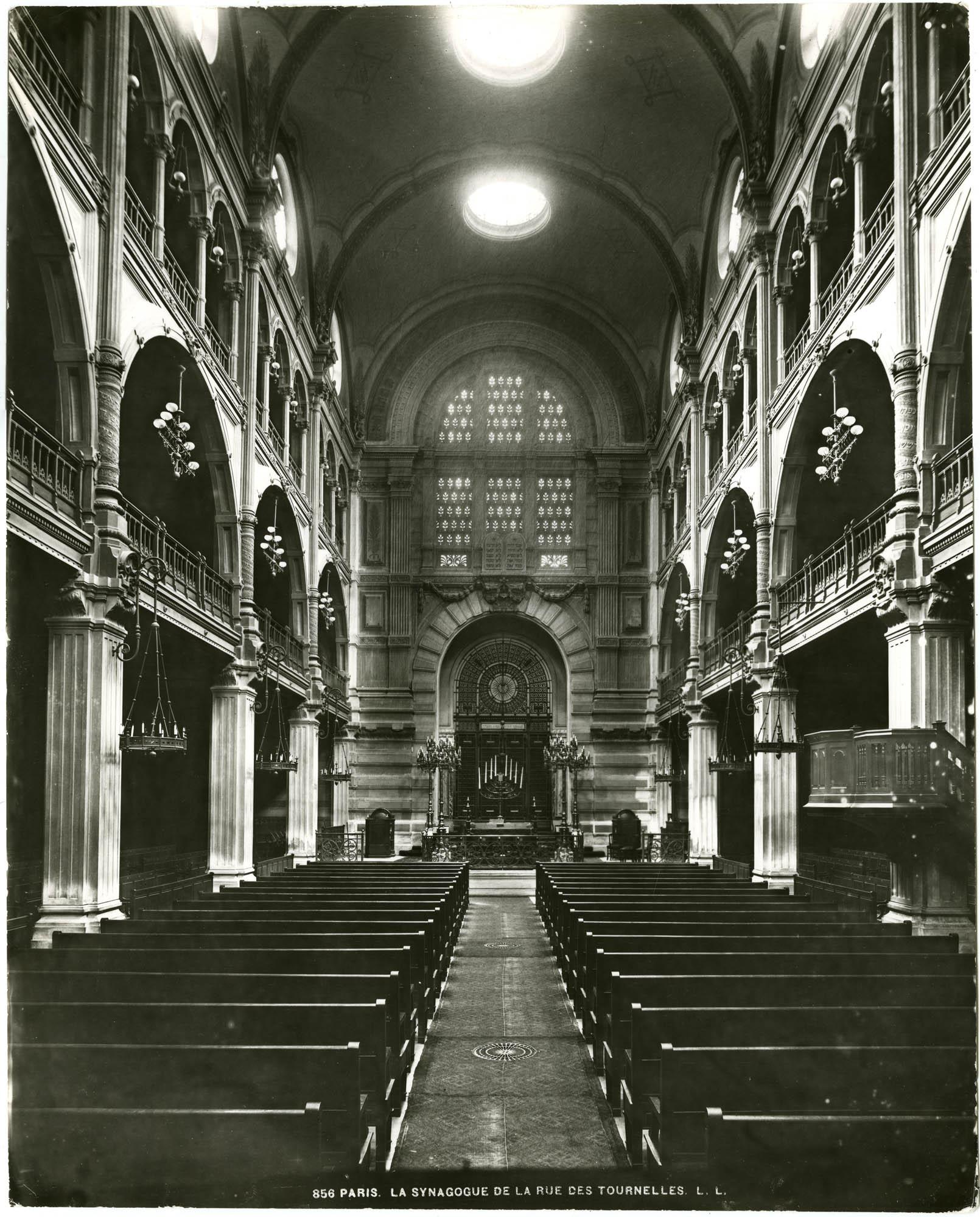 Paris. La Synagogue de la rue des Tournelles.