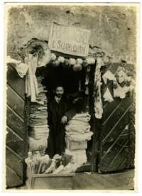 [A paper shop in the Jewish ghetto]