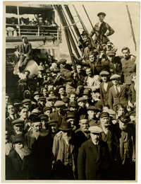 [Jewish immigrants on board ship]