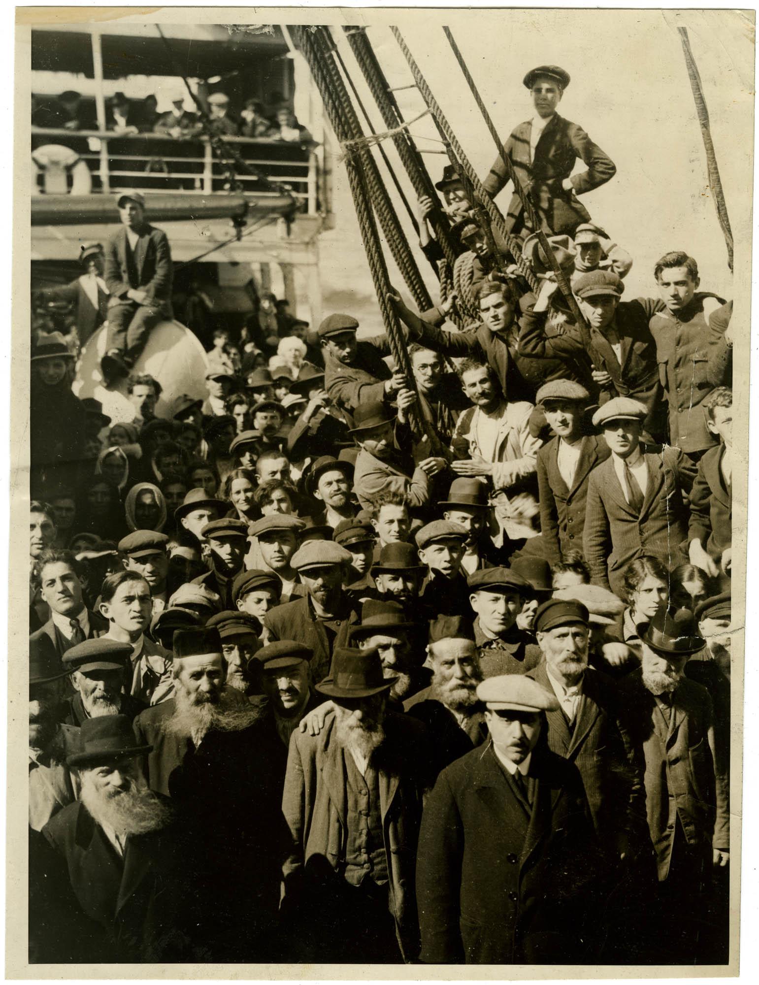 [Jewish immigrants on board ship]