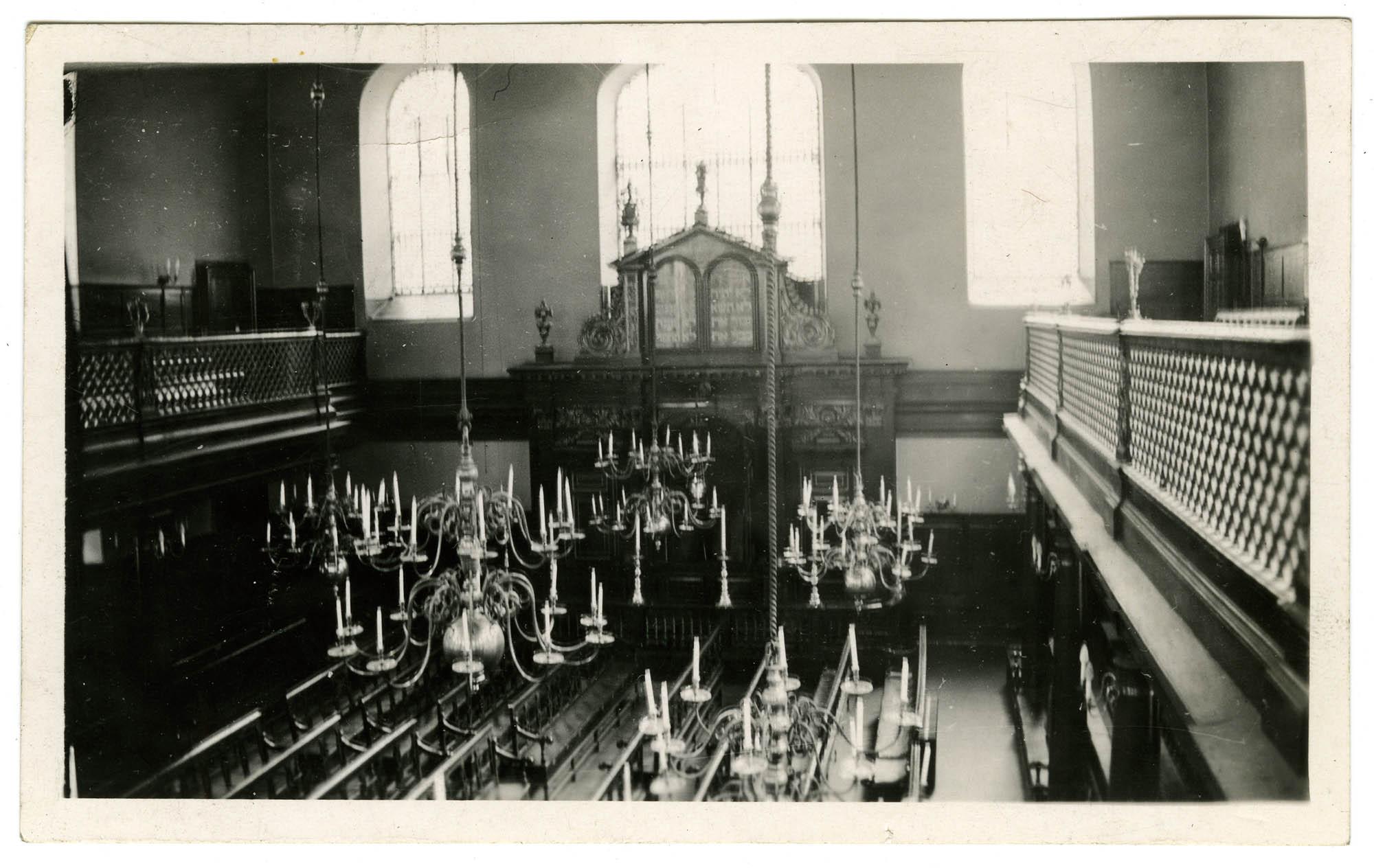[Interior, Bevis Marks Synagogue. East End, London]