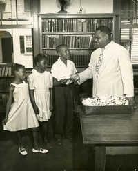 Summer reading closing exercises, Dart Hall Branch Library, 1952 (1)