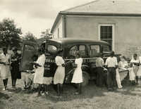 Bookmobile stopped in front of Johns Island Community Library