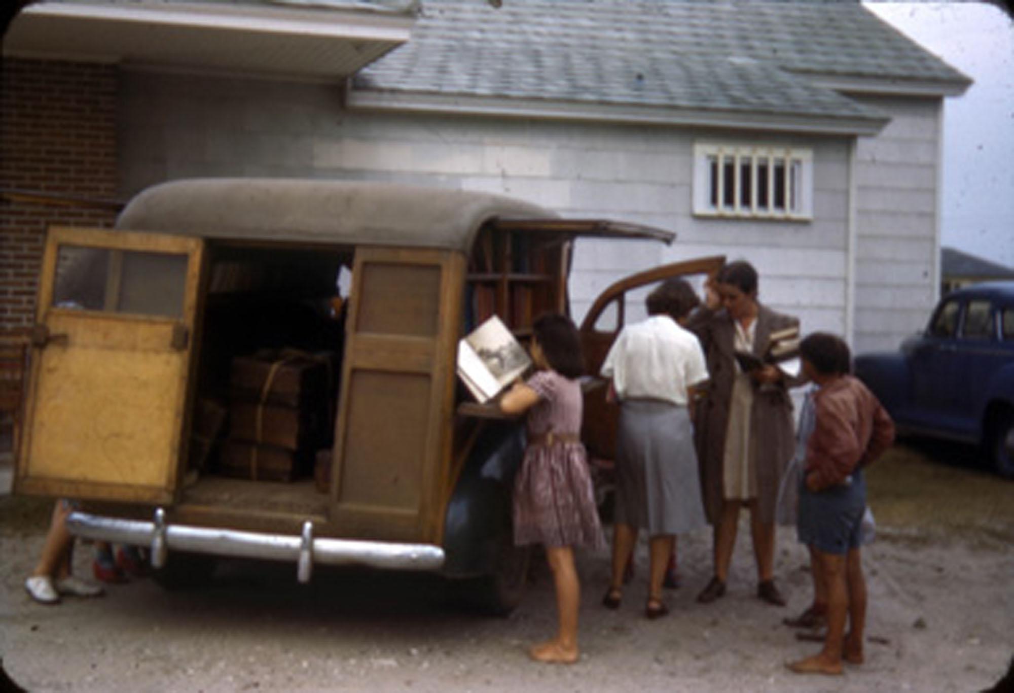 Bookmobile at Sullivan's Island (1)