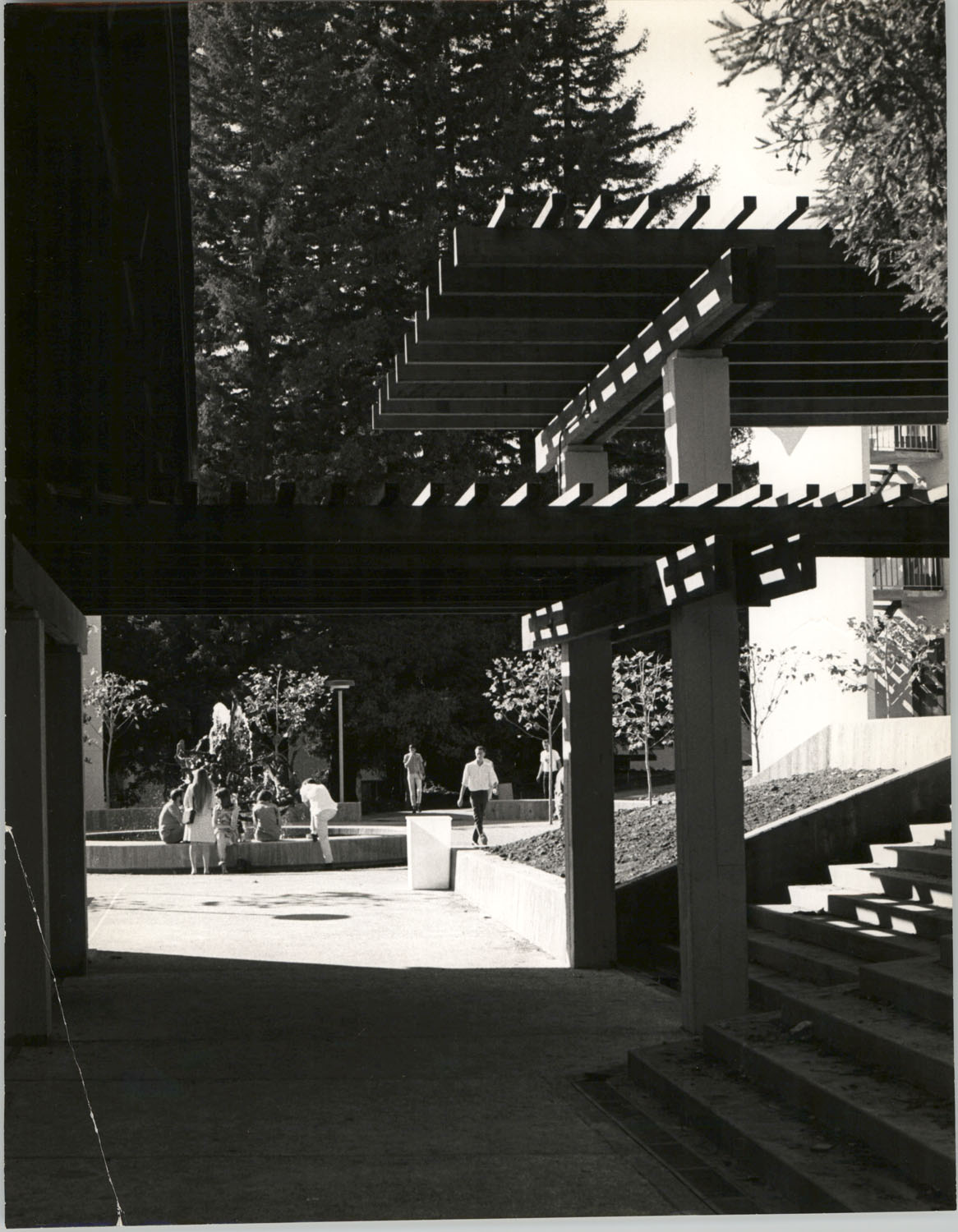 Campus Building Features and Students, University of California, Santa Cruz