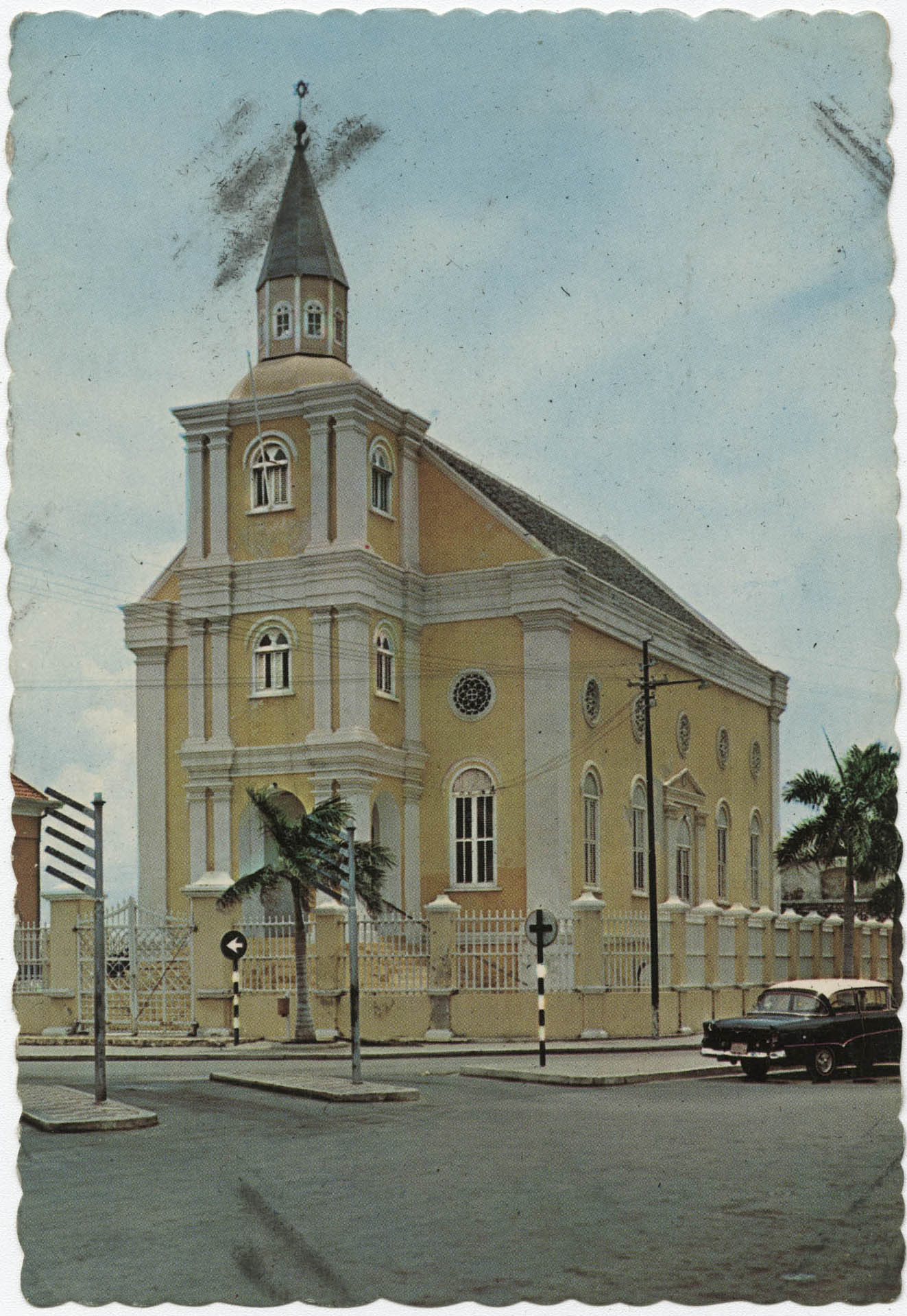 The Hendrikplein with Jewish synagogue in Willemstad, Curaçao, Neth. Antilles.