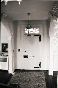 Photograph of mounted door hinges.