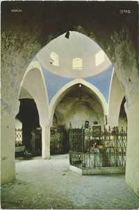 מירון, כפת בית הכנסת ובית ההדלקה / Meron, arch in the synagogue and lighting corner