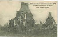Originalaufnahme vom Kriegsschauplatz 1915. Jüdischer Einwohner vor den Ruinen seines Hauses in Kutno.