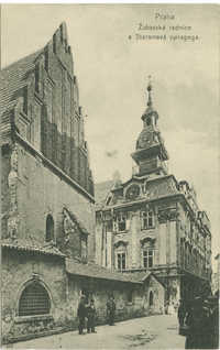 Praha Židovská radnice a Staronová synagoga.