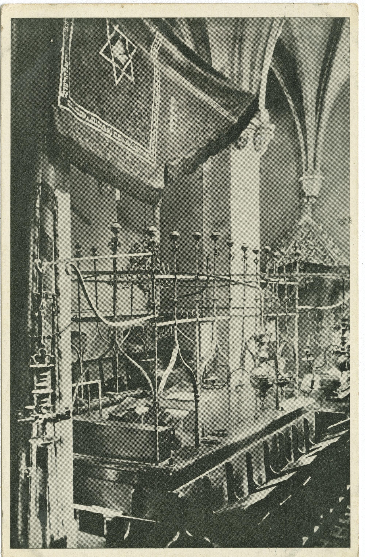 Staronová synagoga : Vnitřek.