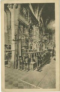 Praha. Staronová synagoga. Vnitřní pohled.