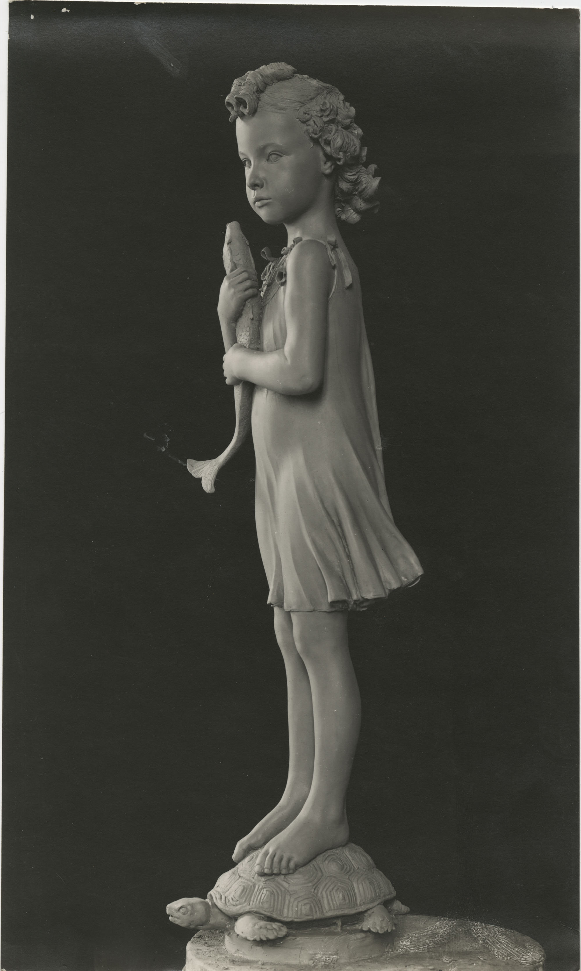 Sculpture of a child by Antonio Berti, Photograph 2