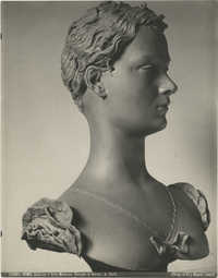 Sculpture of a girl by Antonio Berti, Photograph 3