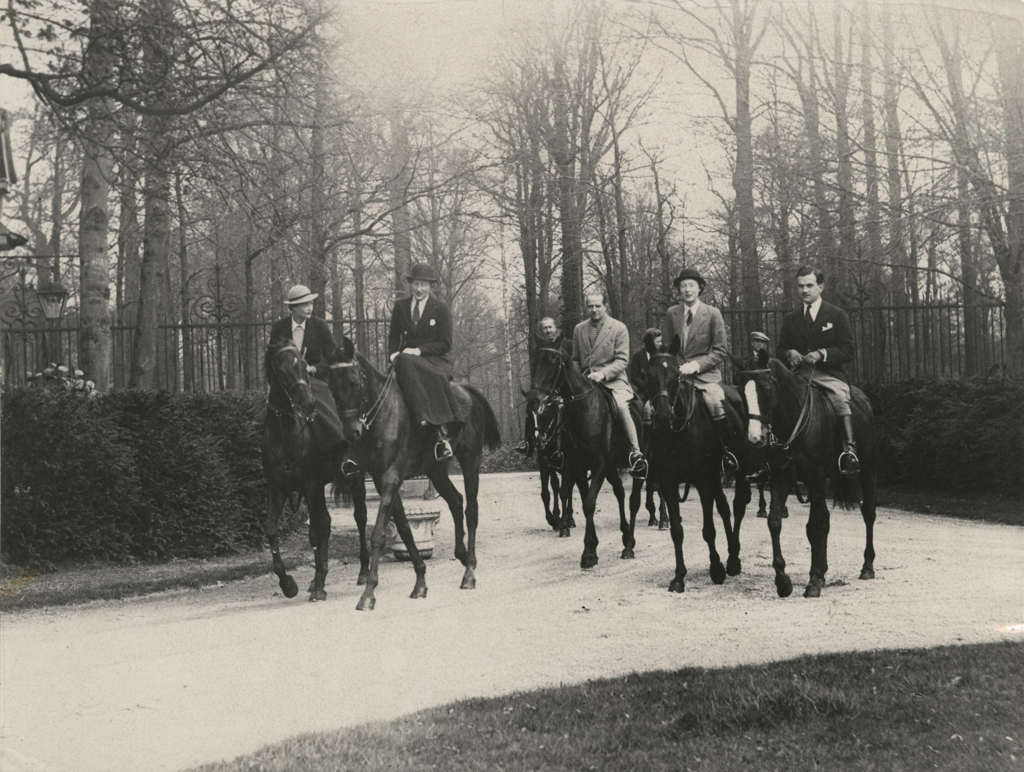Mario Pansa and unidentified persons astride horses, Photograph 4