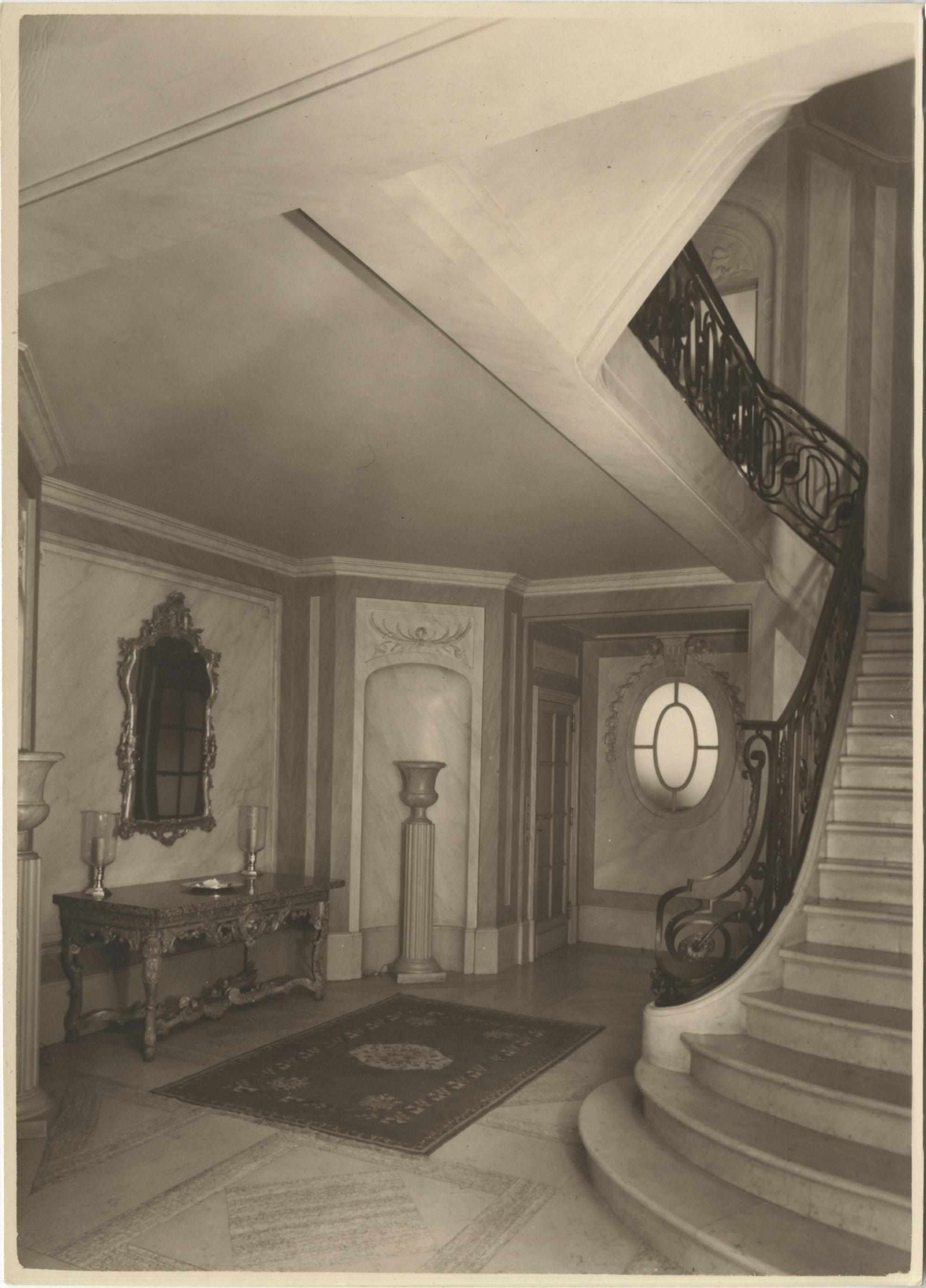 Entrance hallway in the Royal Italian Consul in Sri Lanka, Photograph 2