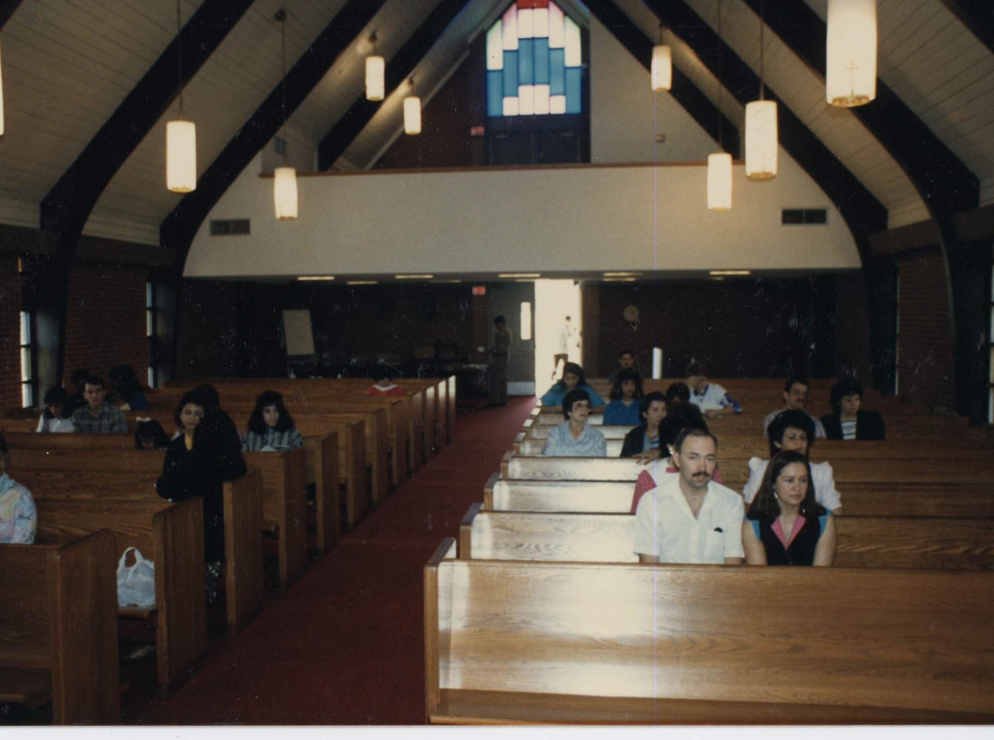 Fotografía de una misa en español  /  Photograph of Spanish Mass