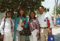 Fotografía de Diana Salazar, sus padres y Emma Lozano  /  Photograph of Diana Salazar and Her Parents with Emma Lozano