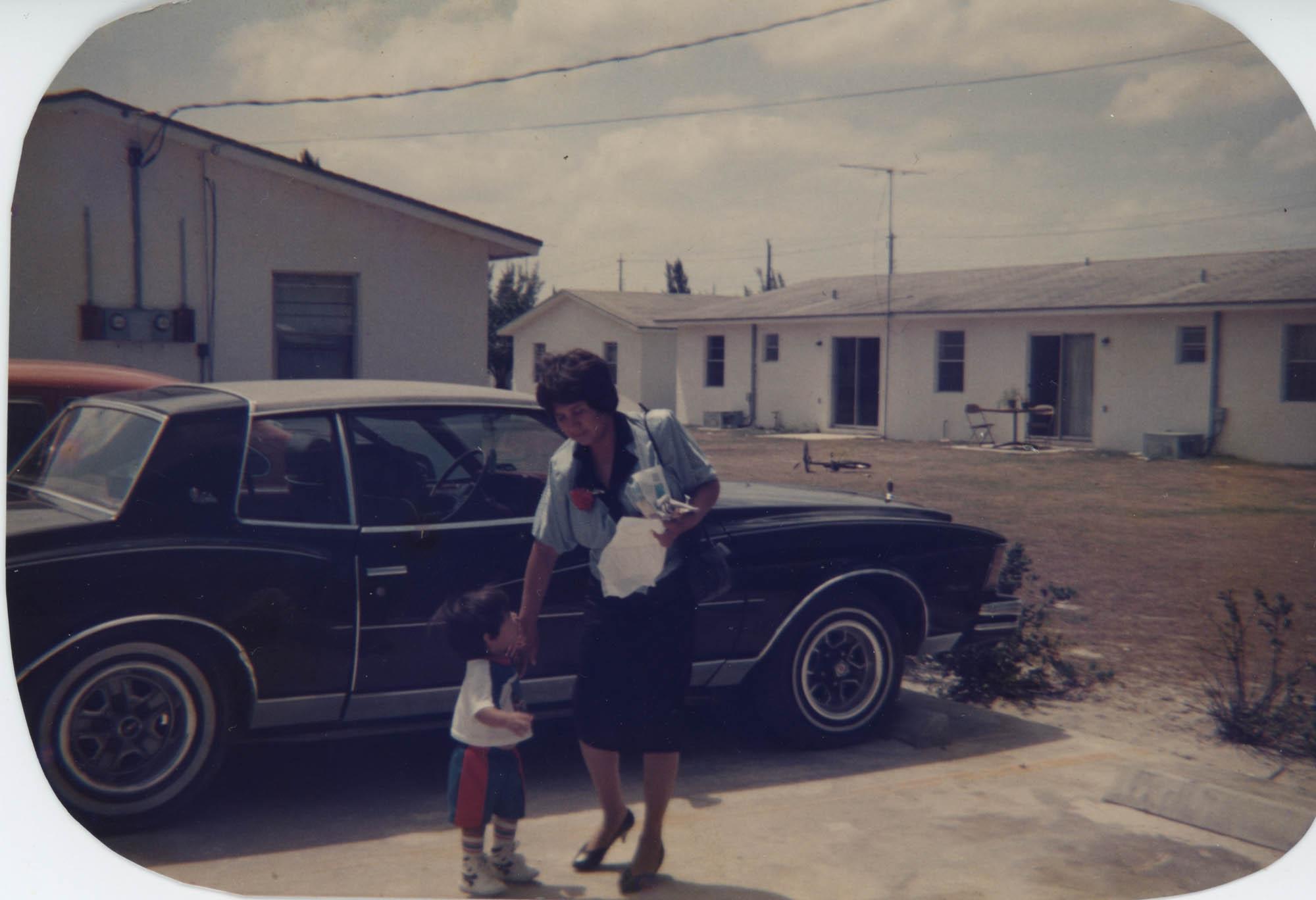Fotografía de María Bordallo y su hijo / Photograph of María Bordallo and her Son