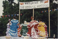 Fotografía de bailarines de Puerto Rico actuando en el Festival Hispano.  /   Photograph of Puerto Rico Dancers, Hispanic Festival