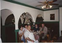 Fotografía de una familia en el restaurante Sabatino  /  Photograph of Family at Sabatino Restaurant