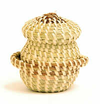 Miniature sweetgrass basket (Miniature sewing basket)