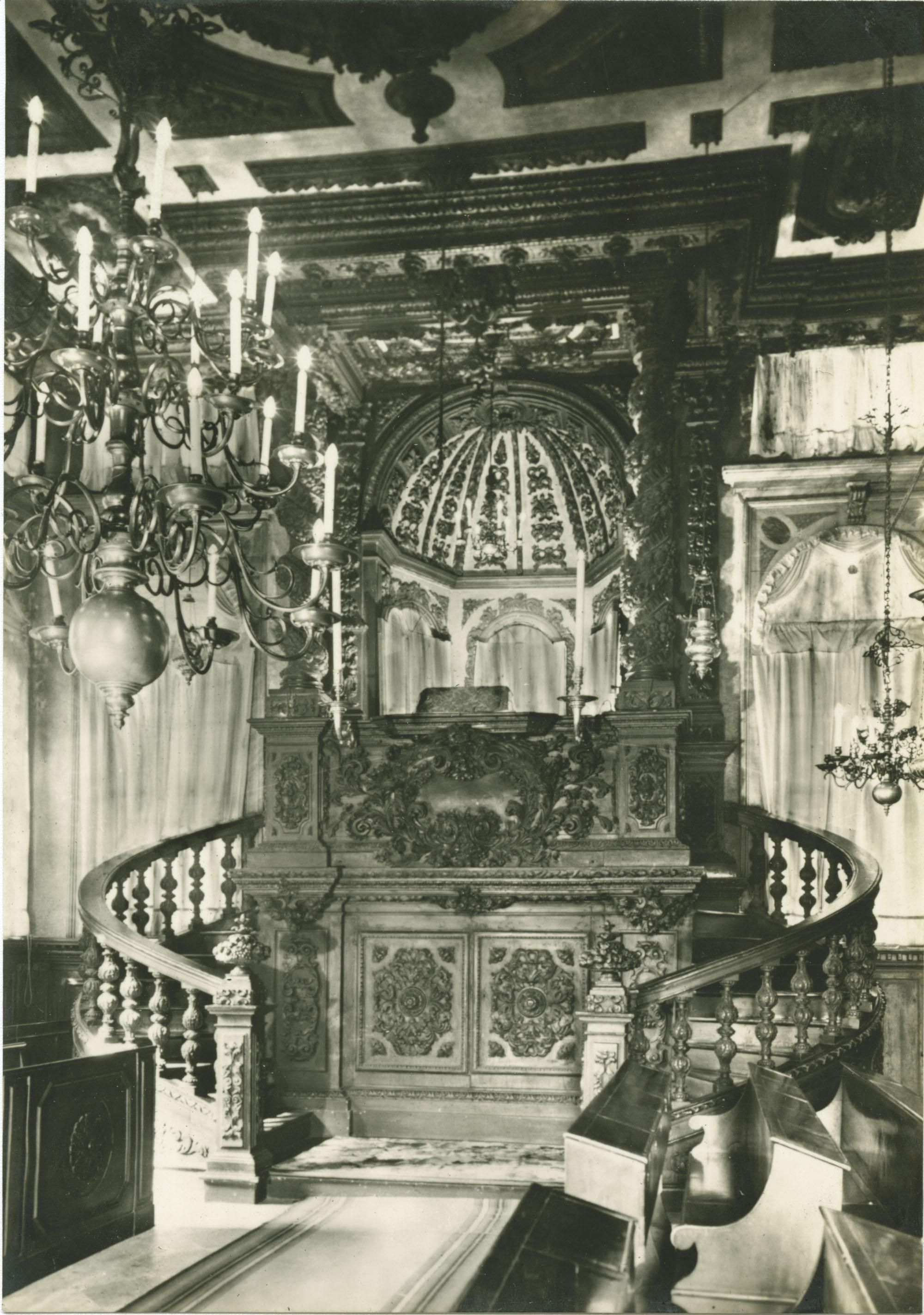 Tempio levantino - Pulpito dell'officiante