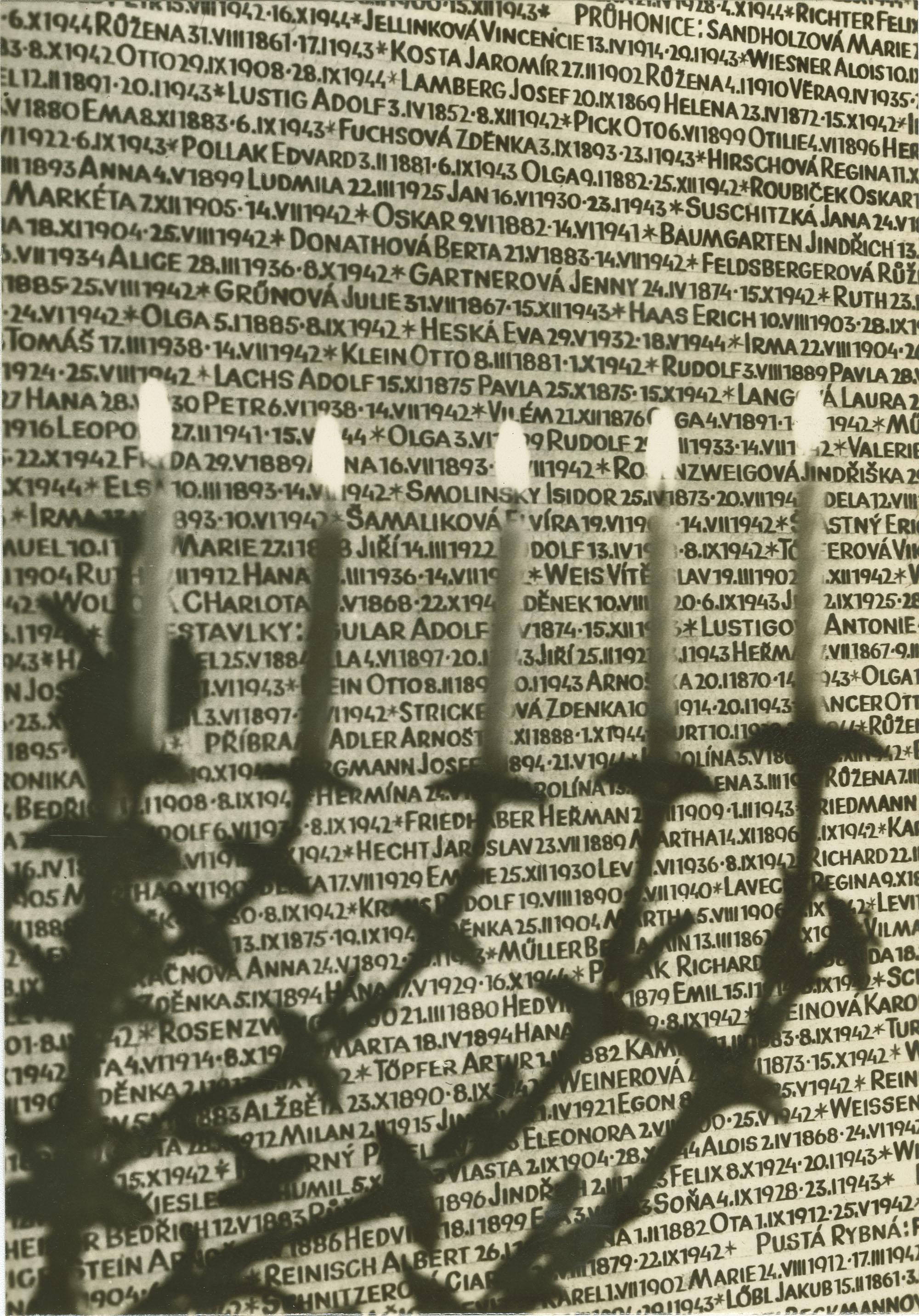 Praha. Pinkasova synagoga - Památník 77.297 obětí nacistického pronásledování.