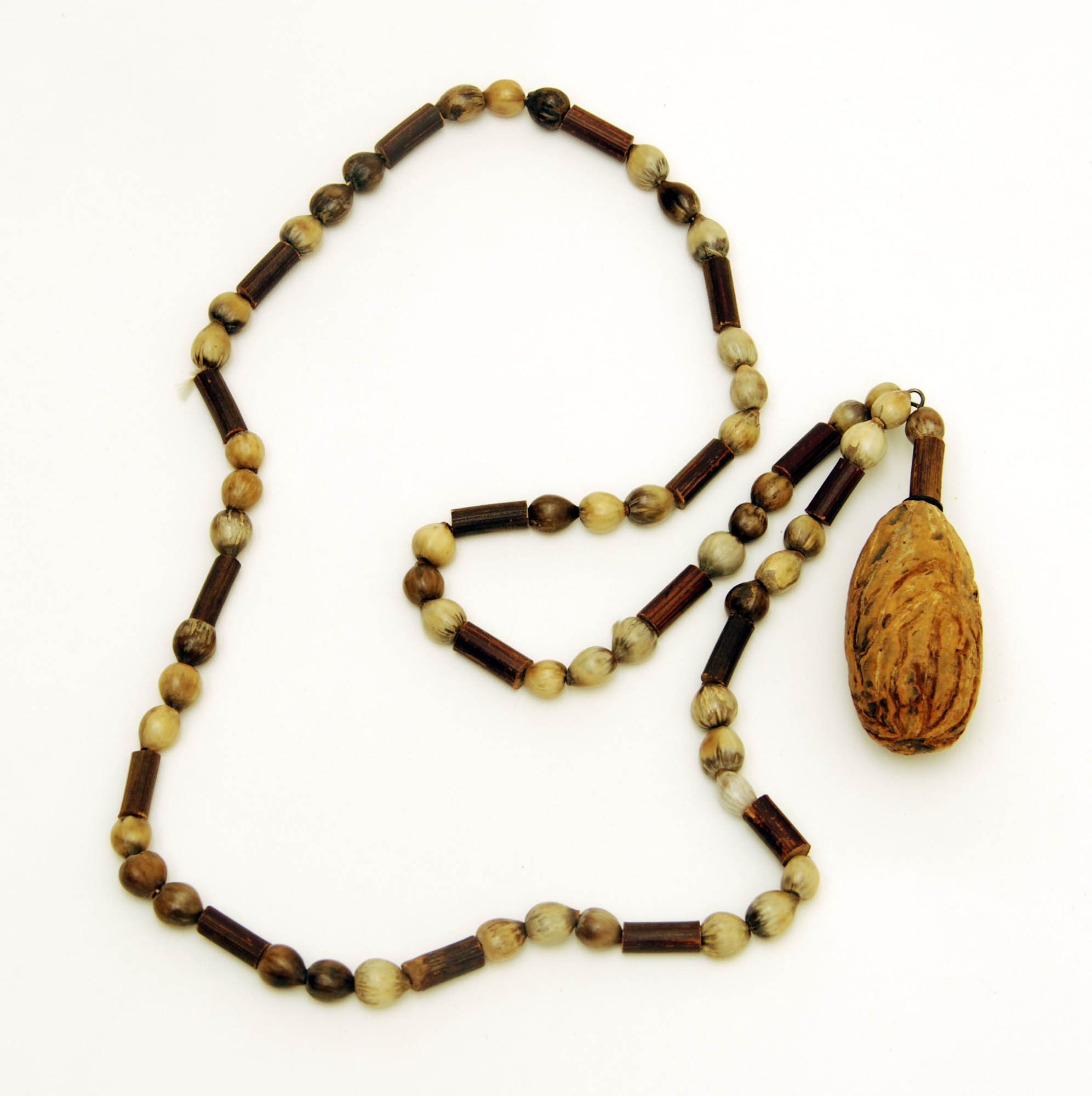 Seed necklace with pendant