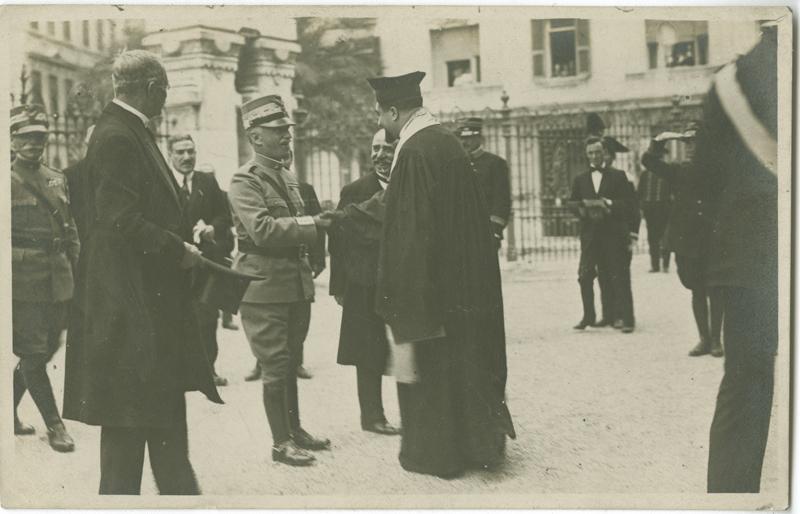 [King Victor Emanuel III visits the synagogue]