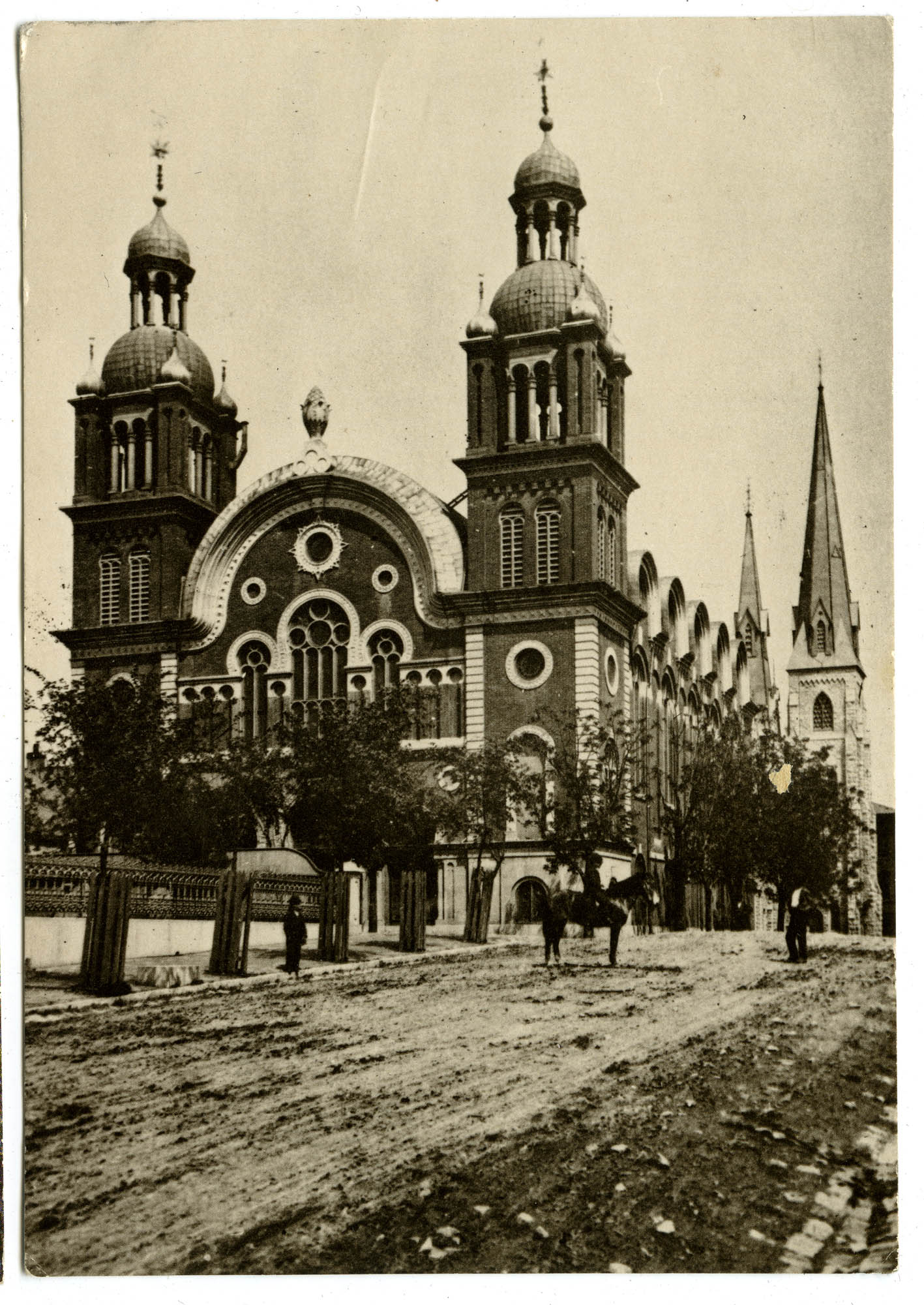 The magnificent old Temple Shaare Emeth (Gates of Truth) at 17th and Pine Sts. as it appeared in 1875.