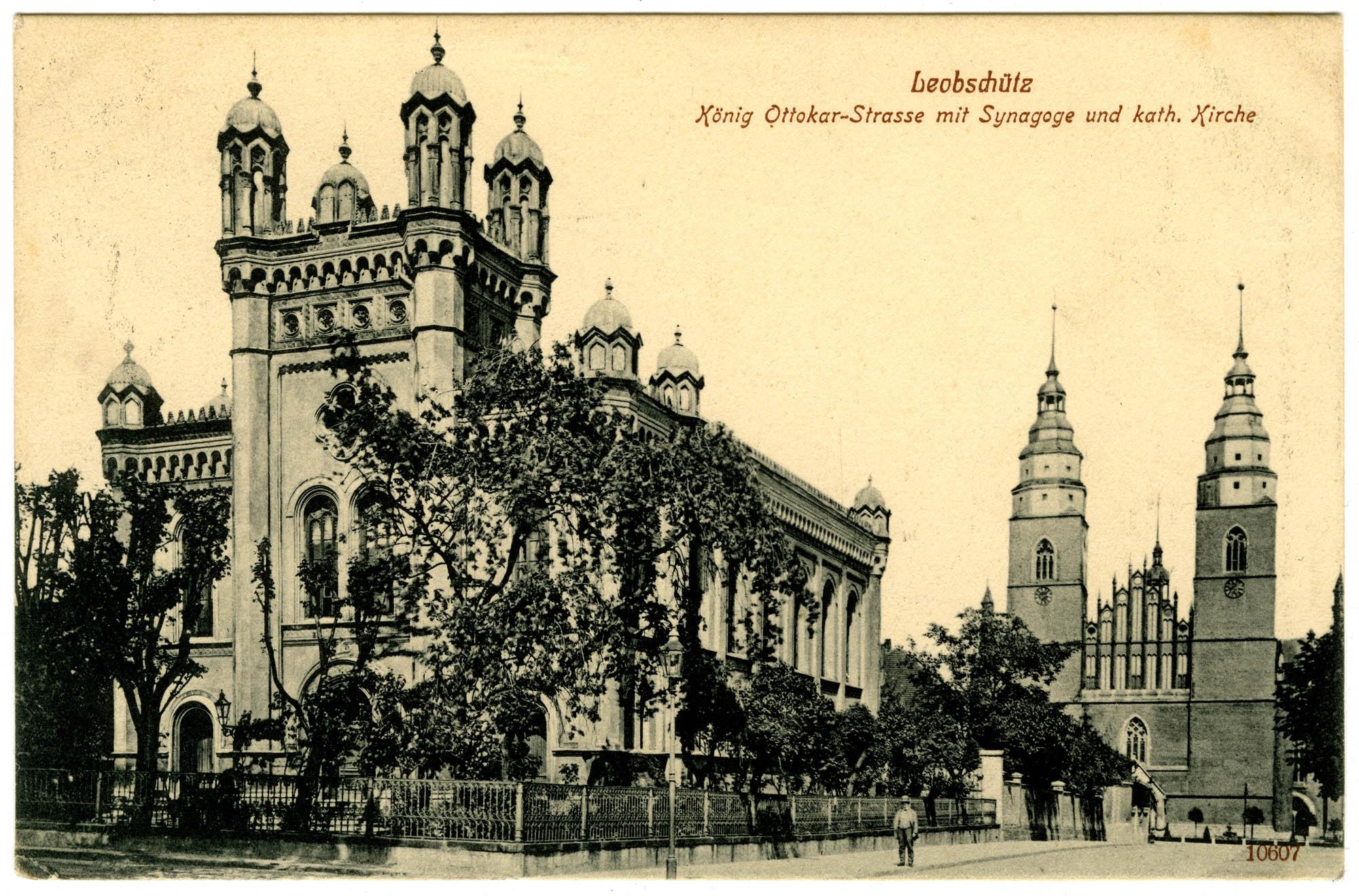 Leobschütz, König Ottokar-Strasse mit Synagoge und kath. Kirche
