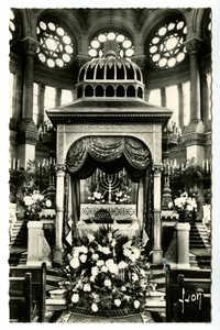 Grande Synagogue de Paris (1874). La Khoupa don du Baron de Rothschild / The Khoupa offered by Baron de Rothschild.