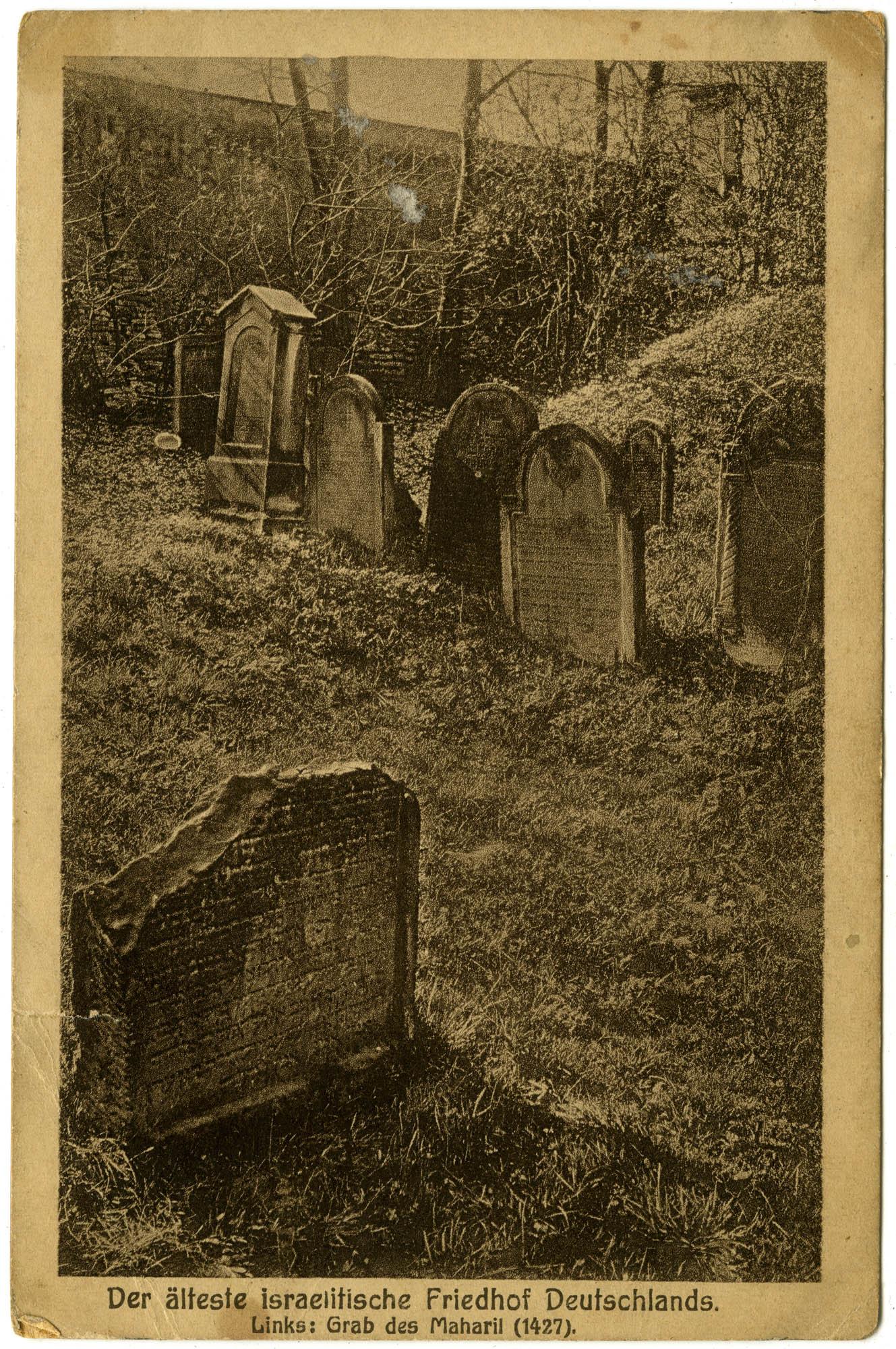 Der älteste israelitische Friedhof Deutschlands. Links: Grab des Maharil (1427).