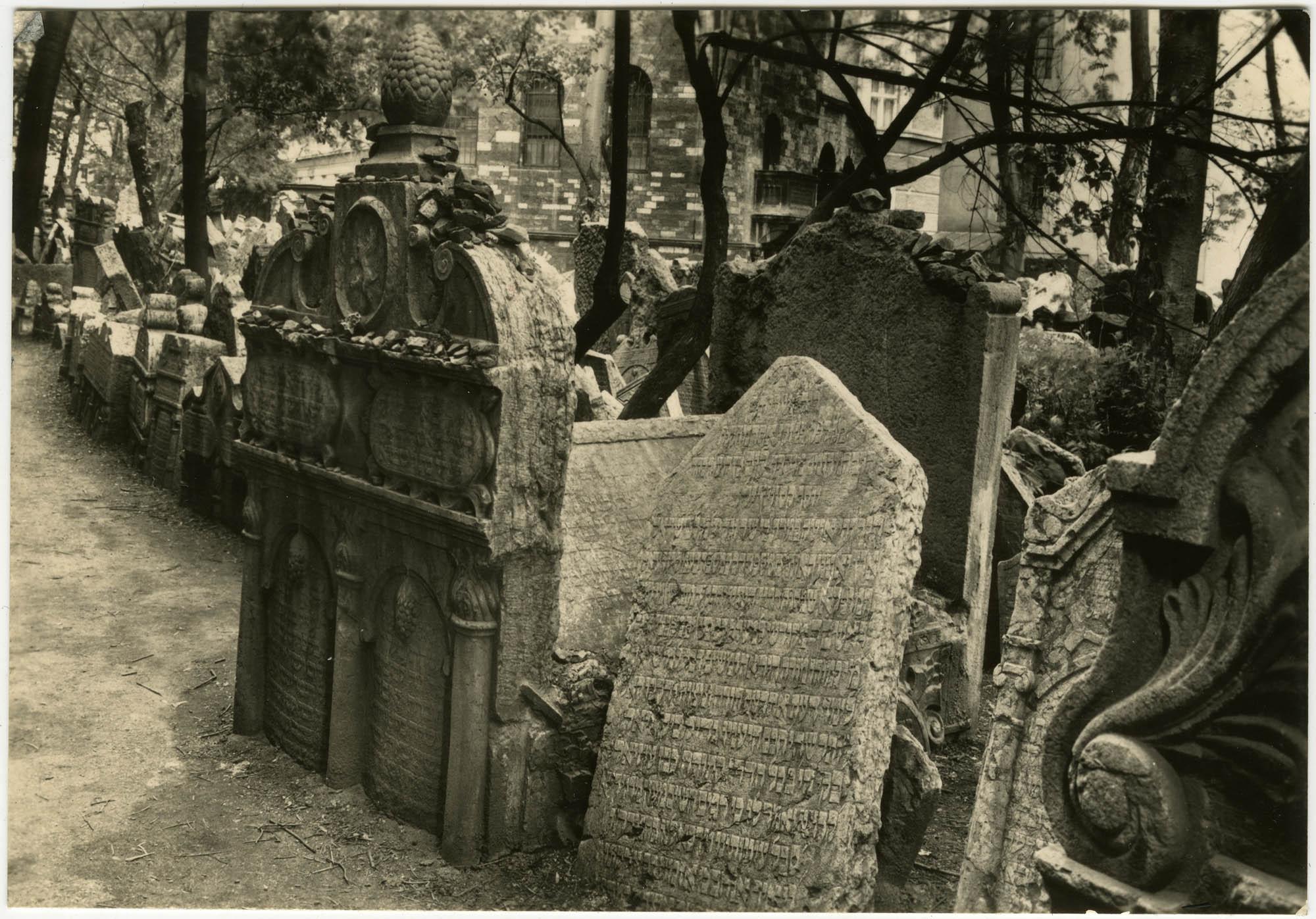 Praha, Starý židovský hřbitov - Náhrobek Rabiho Jehudy Löwa