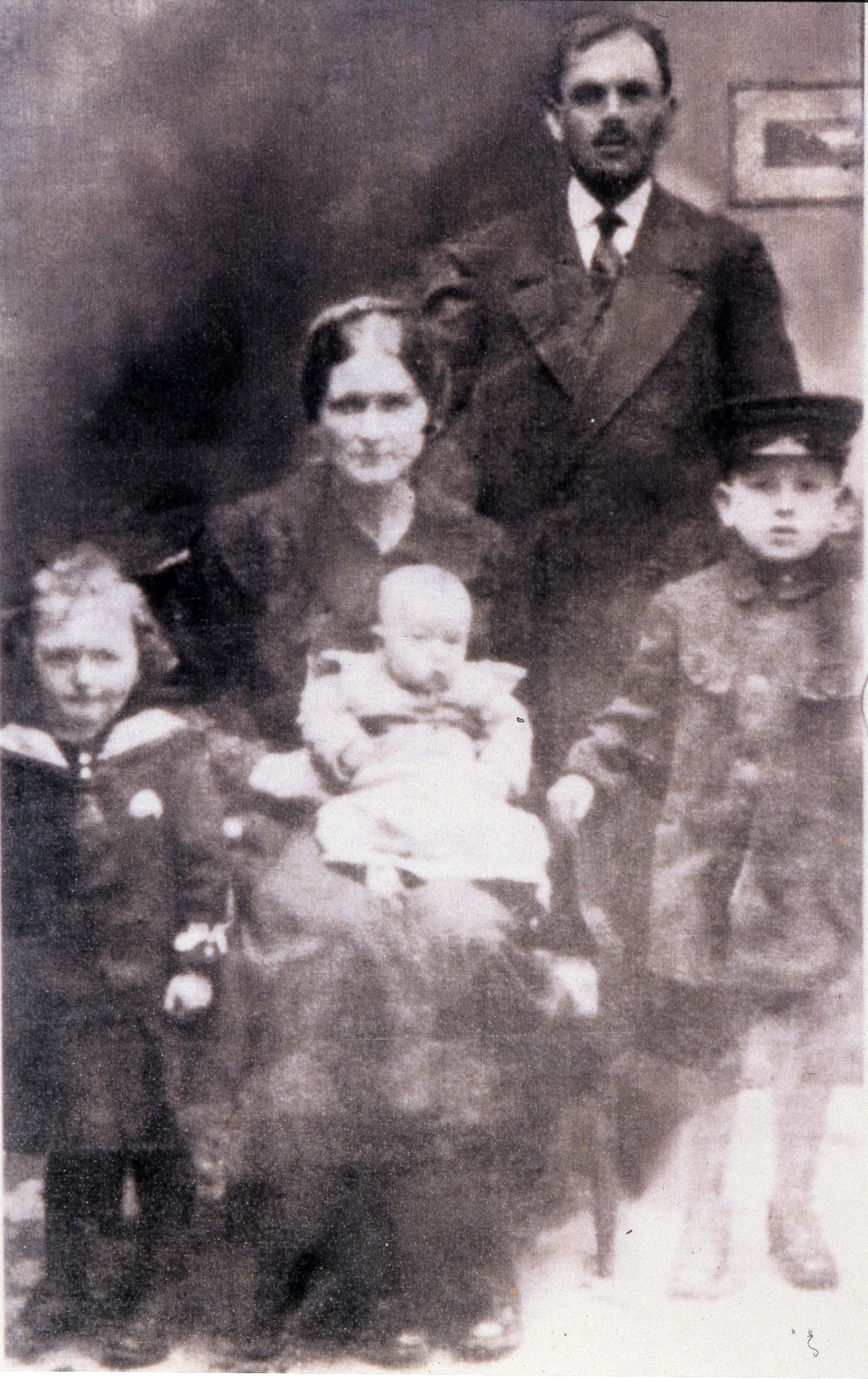 Harry Blas' family circa 1917