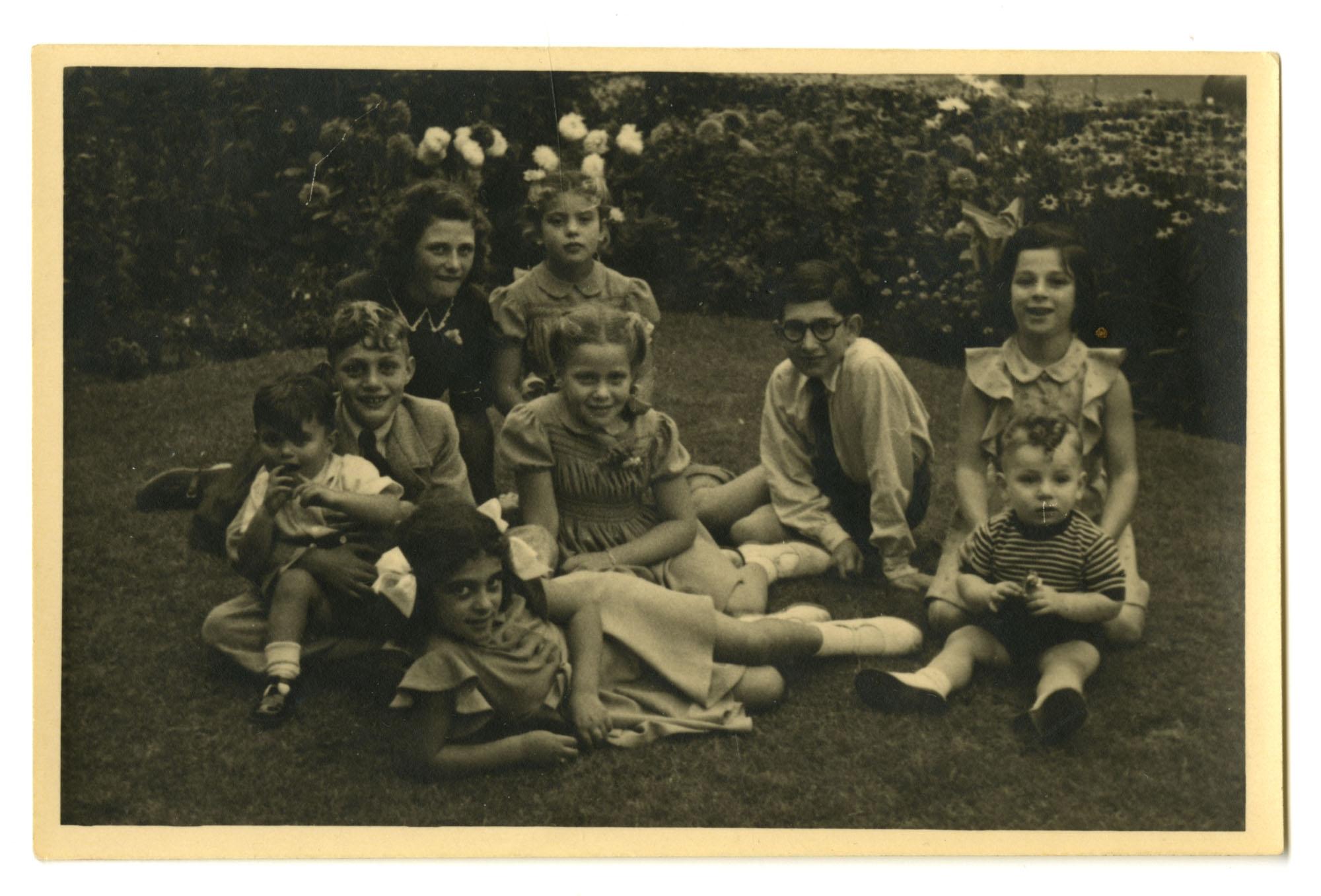 Krant and DeLeeuw families, 1947