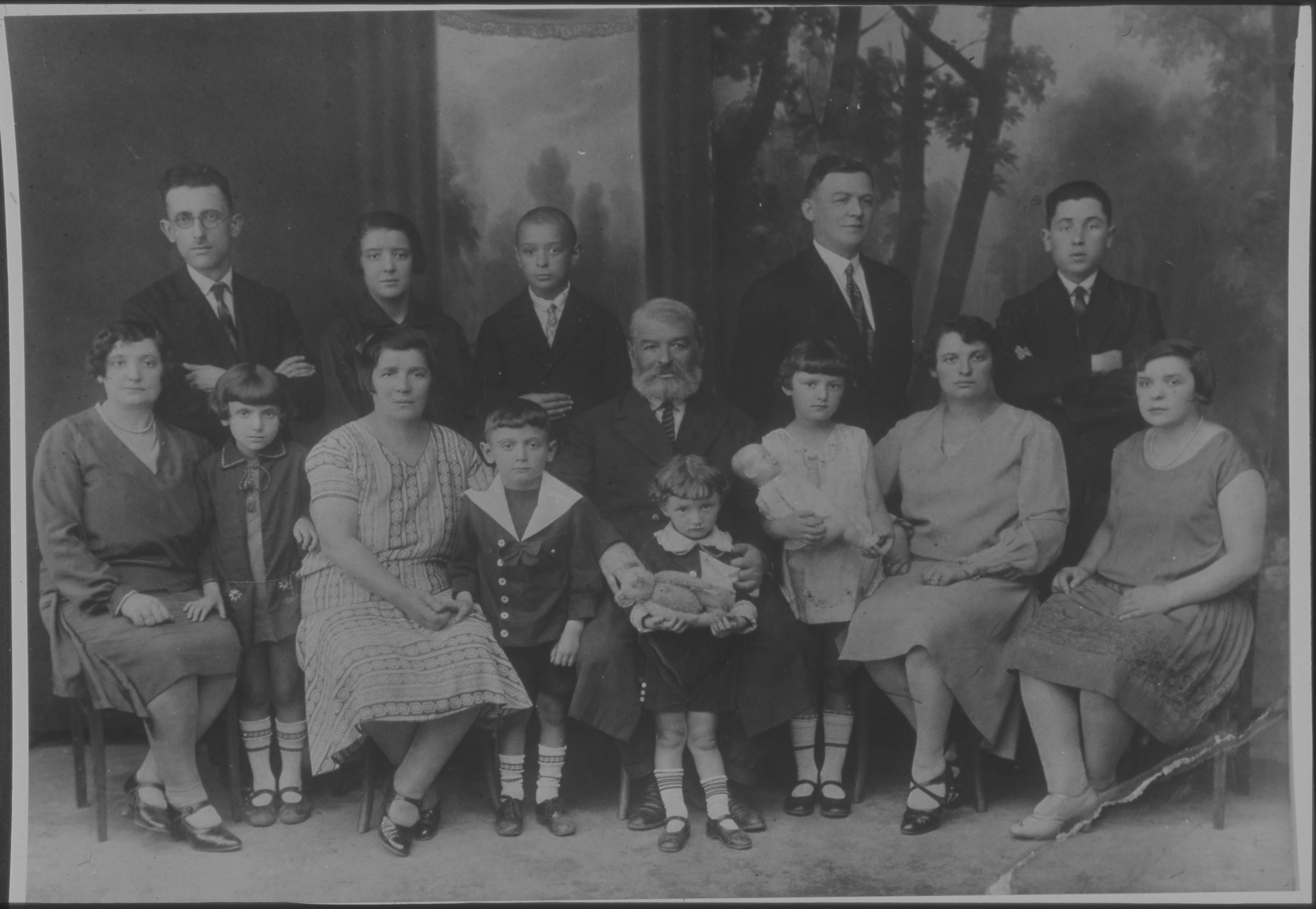 Renee Kolender's family on mother's side (Borenstain) late 1920s
