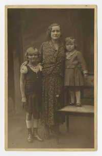 Ajzensztark family, circa 1931