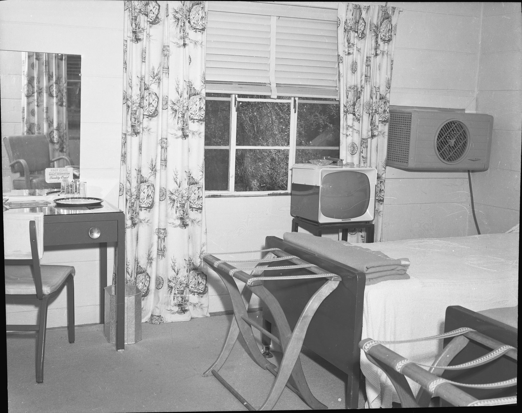 Room interior of the Gardens Corner Motel