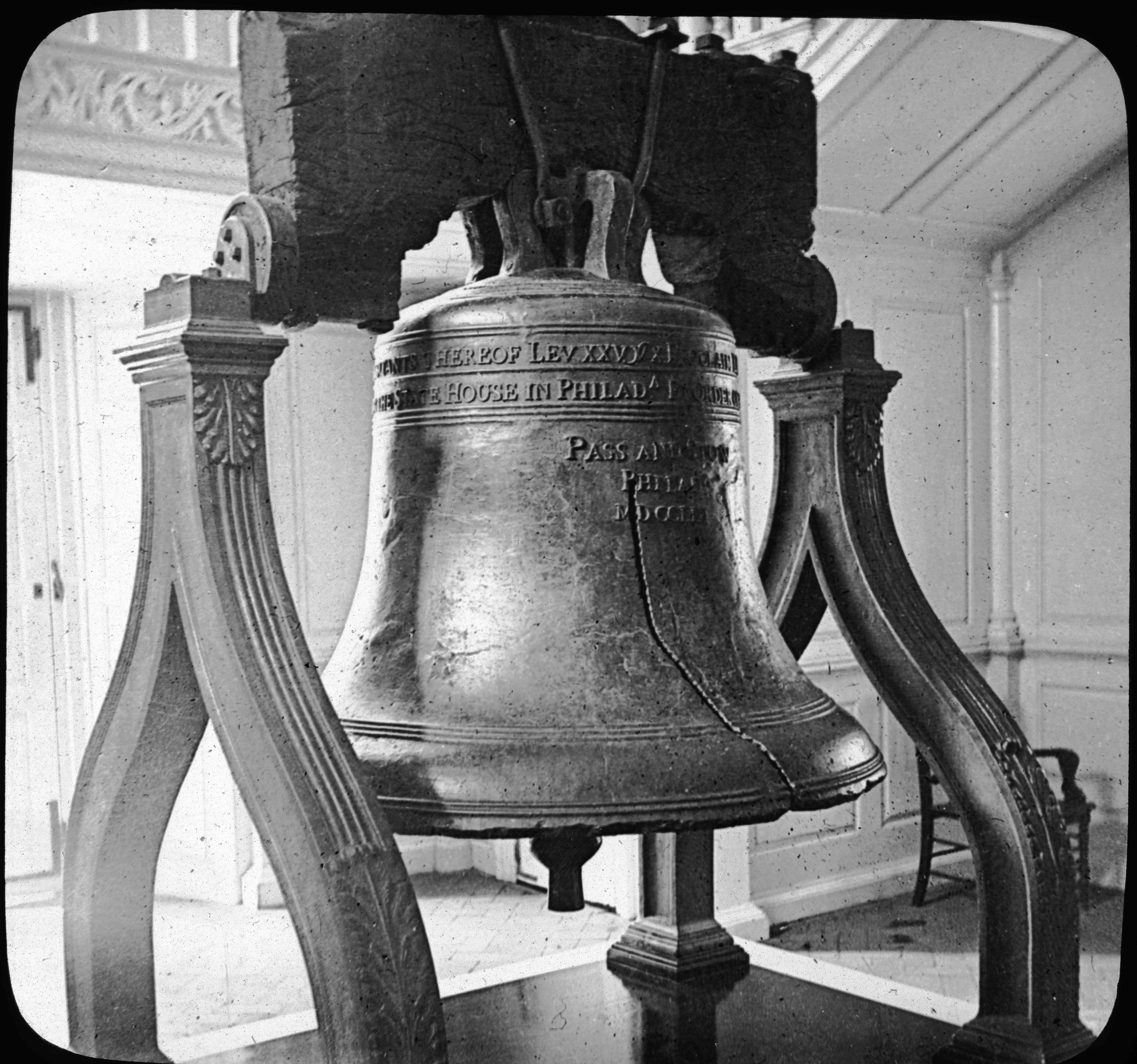 The Old Liberty Bell, Independence Hall, Philadelphia, Pa.