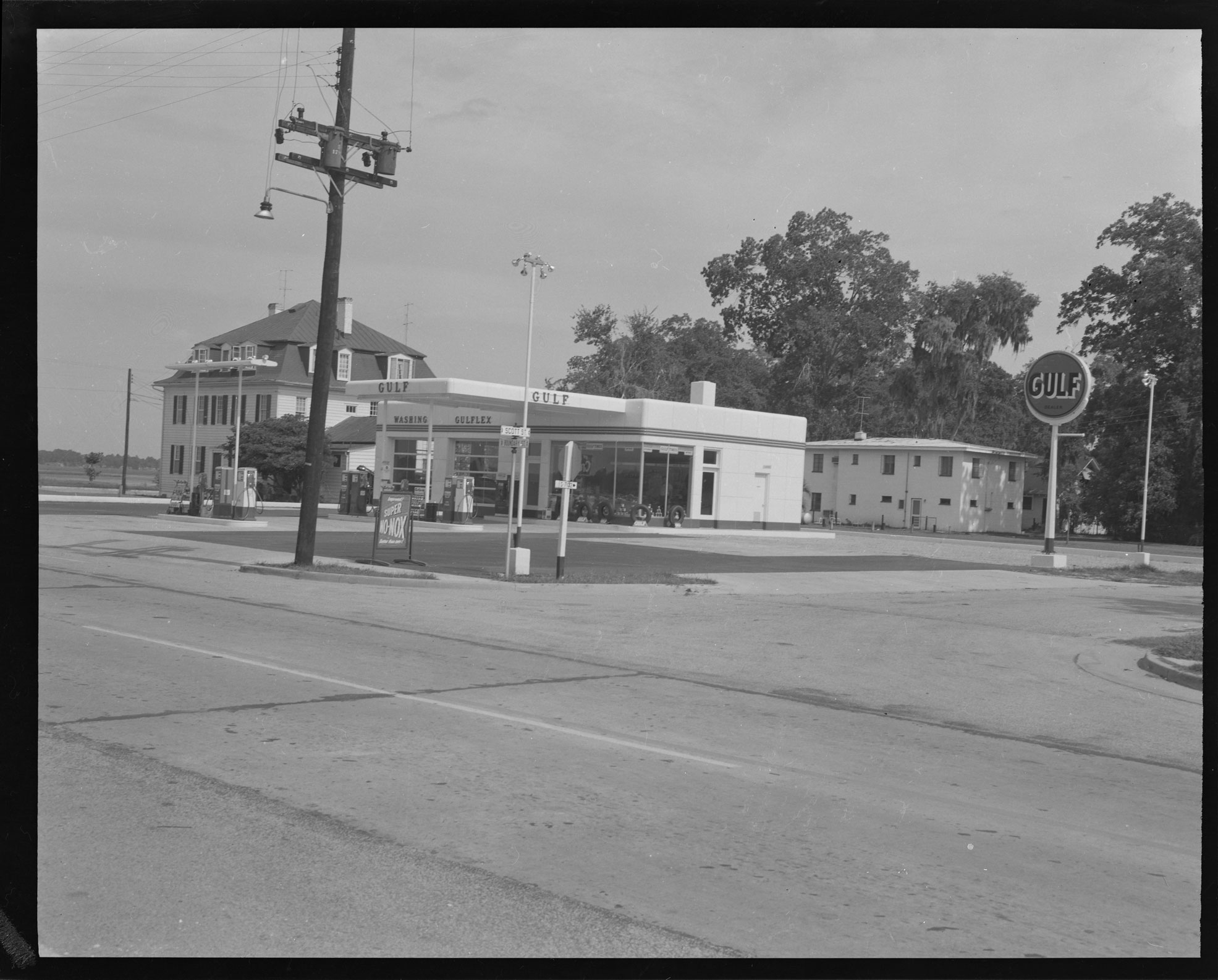 Gulf Service Station at the corner of Scott and Boundary Street