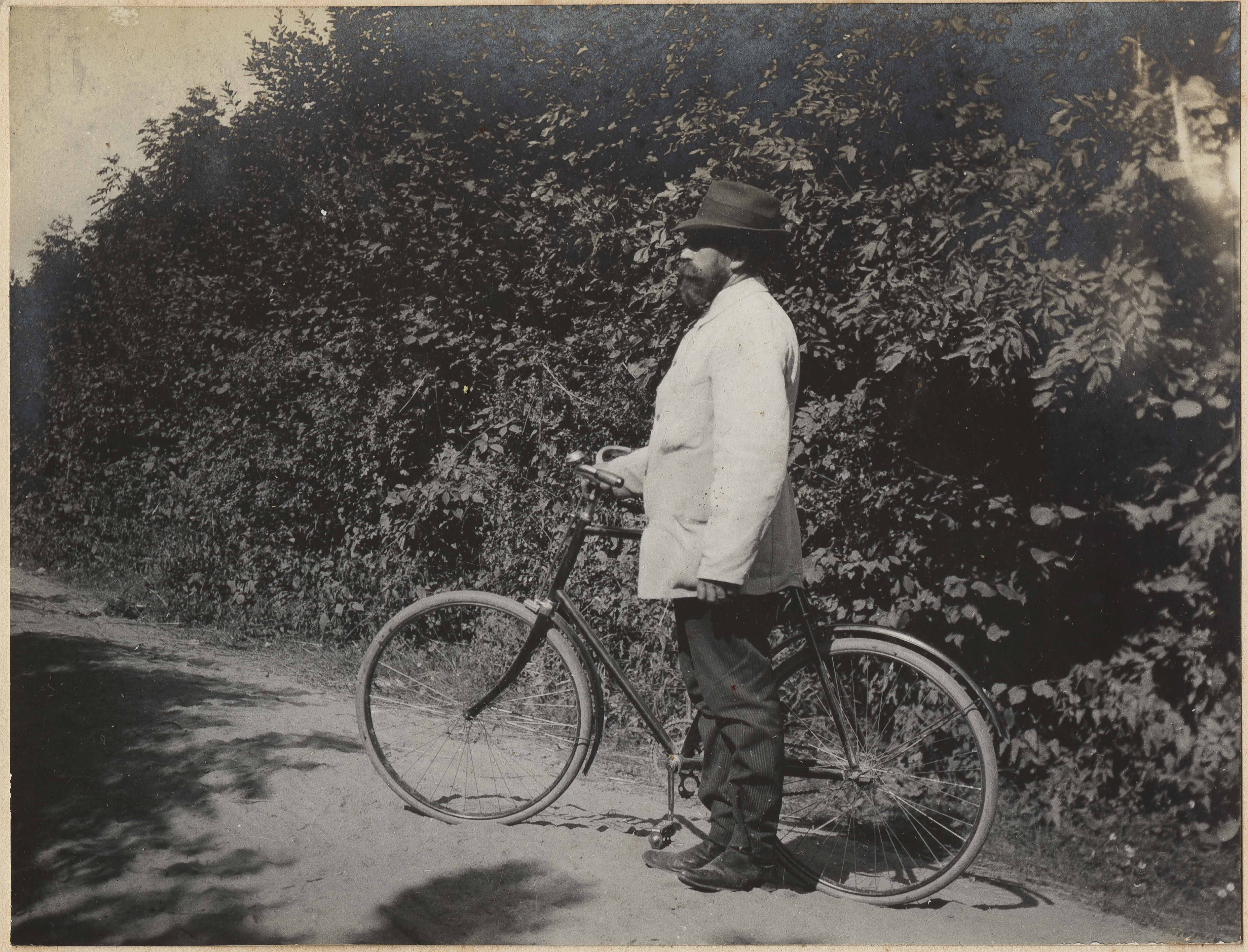 Man with bicycle in Altona