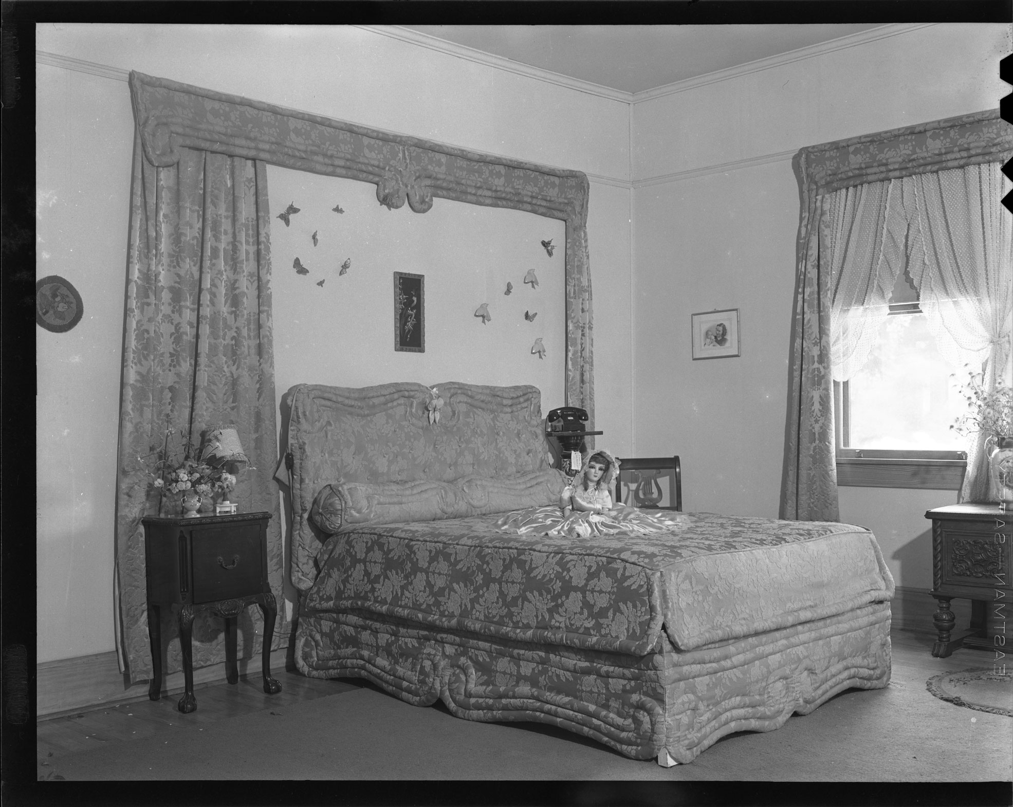 Guest bedroom at the Gold Eagle Tavern