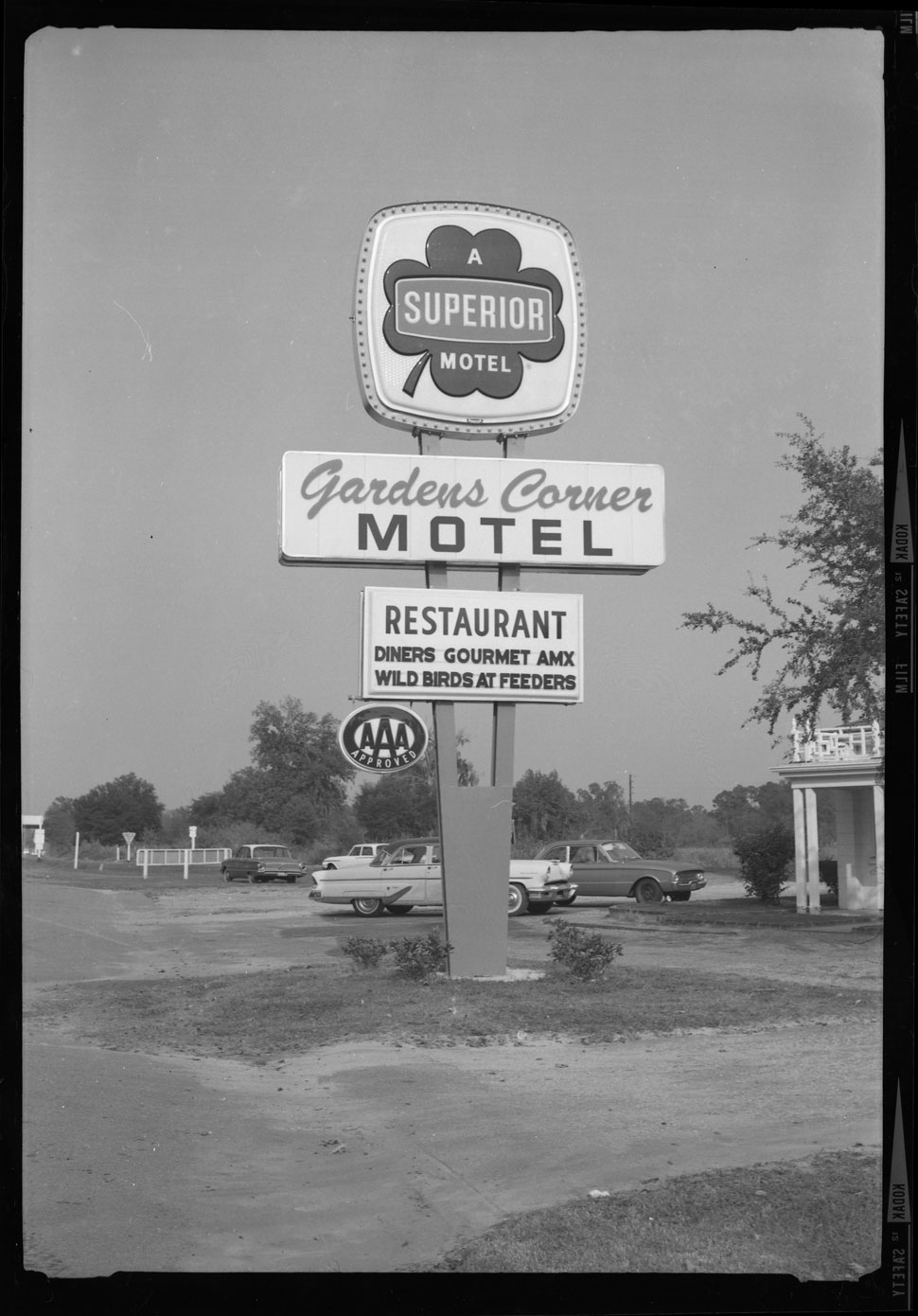 Gardens Corner Motel and Restaurant road sign