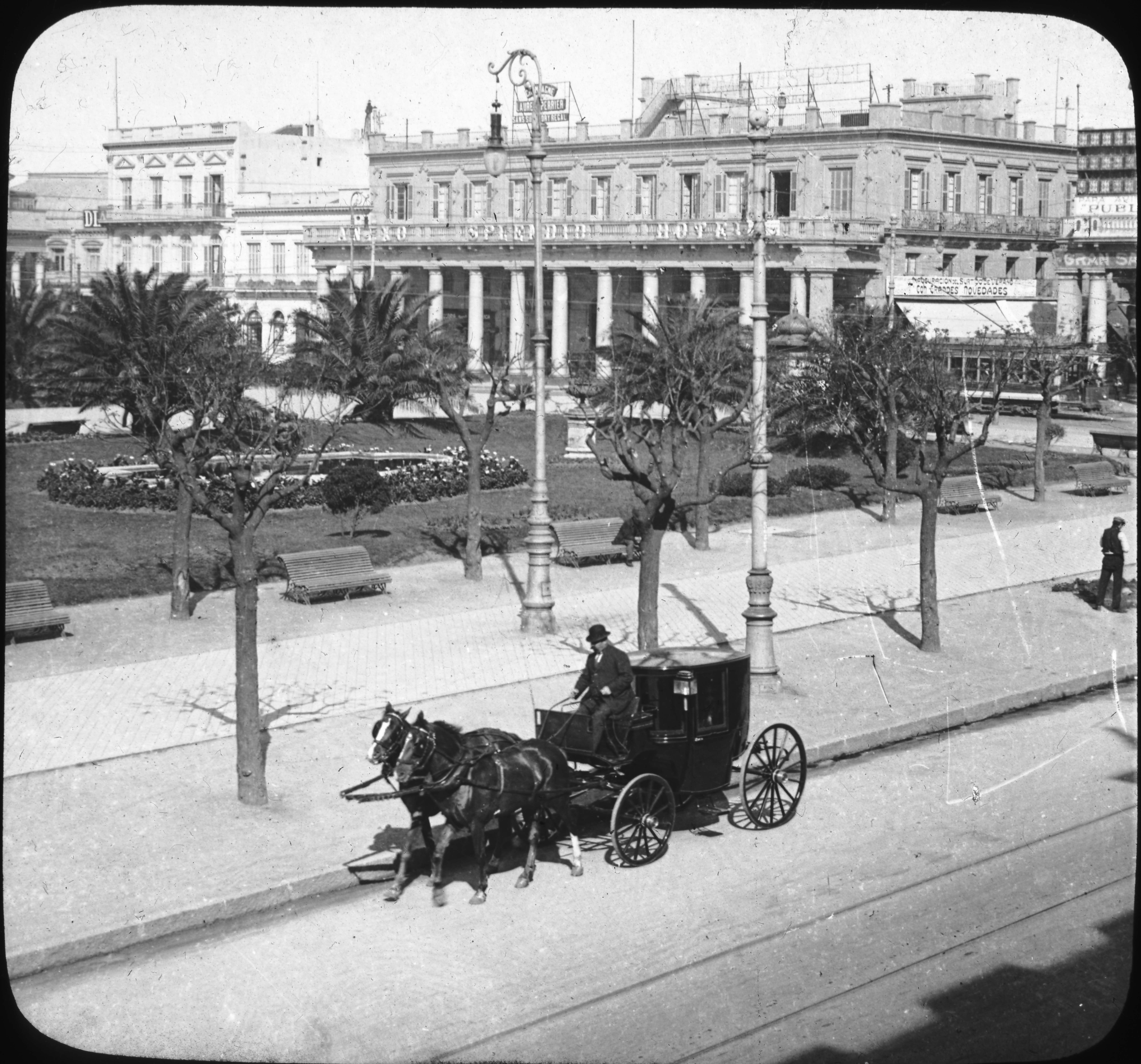 Plaza Independencia, Montevideo, Uruguay, S. America.