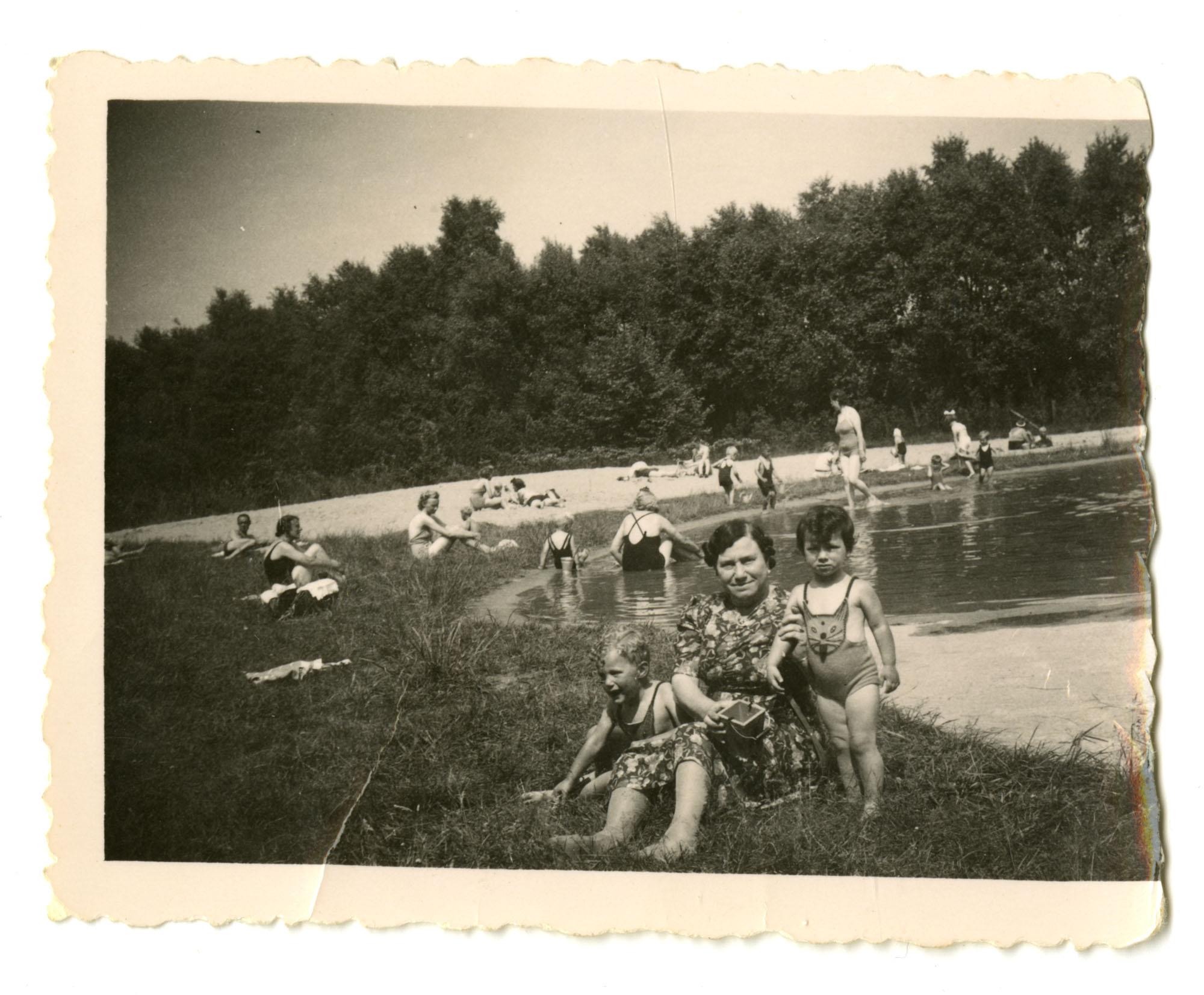Gabriel DeLeeuw, Dientje Krant-Cohen, and Dientje Krant, 1941